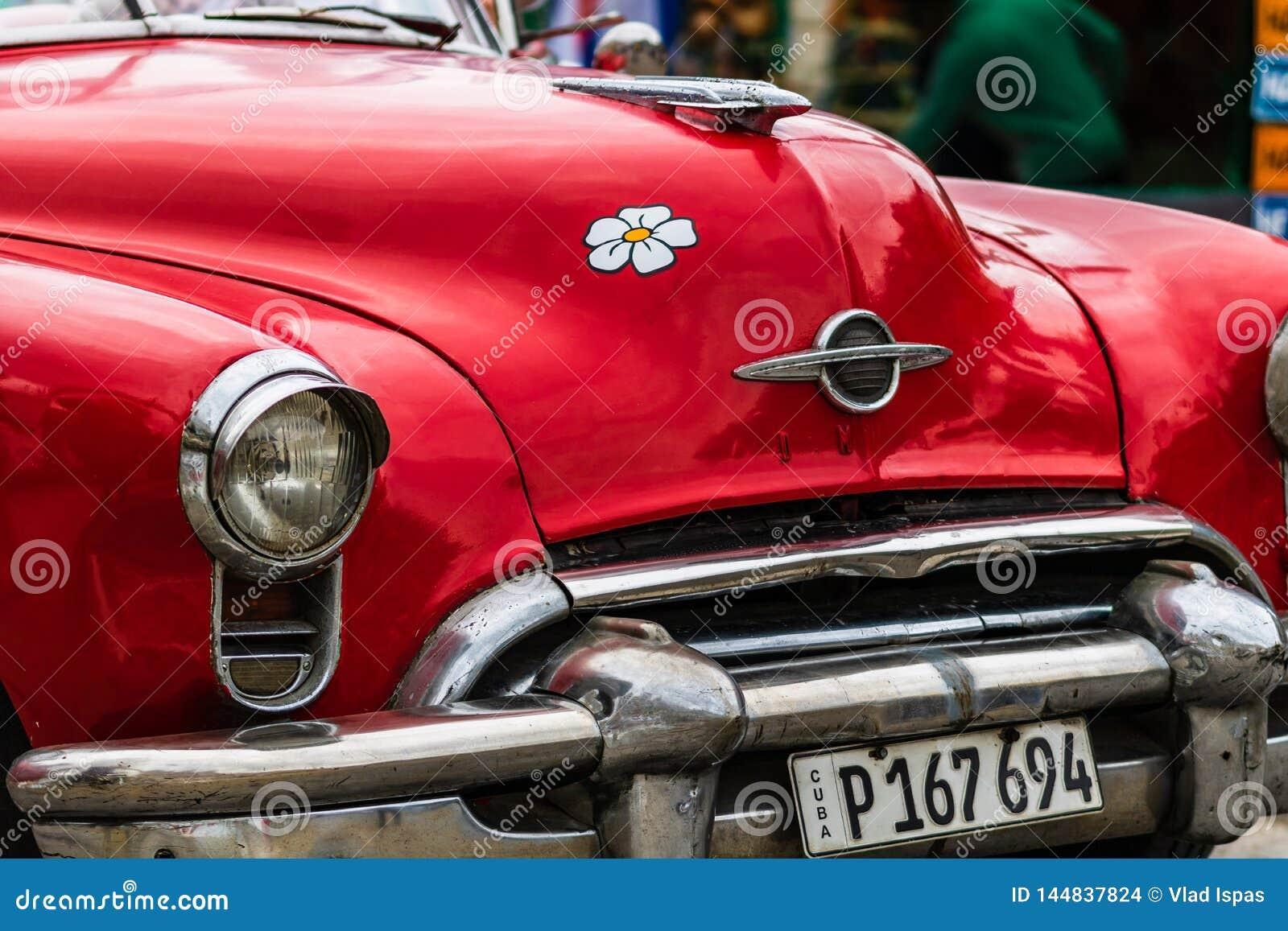 Sluit omhoog foto van rode klassieke Amerikaanse auto