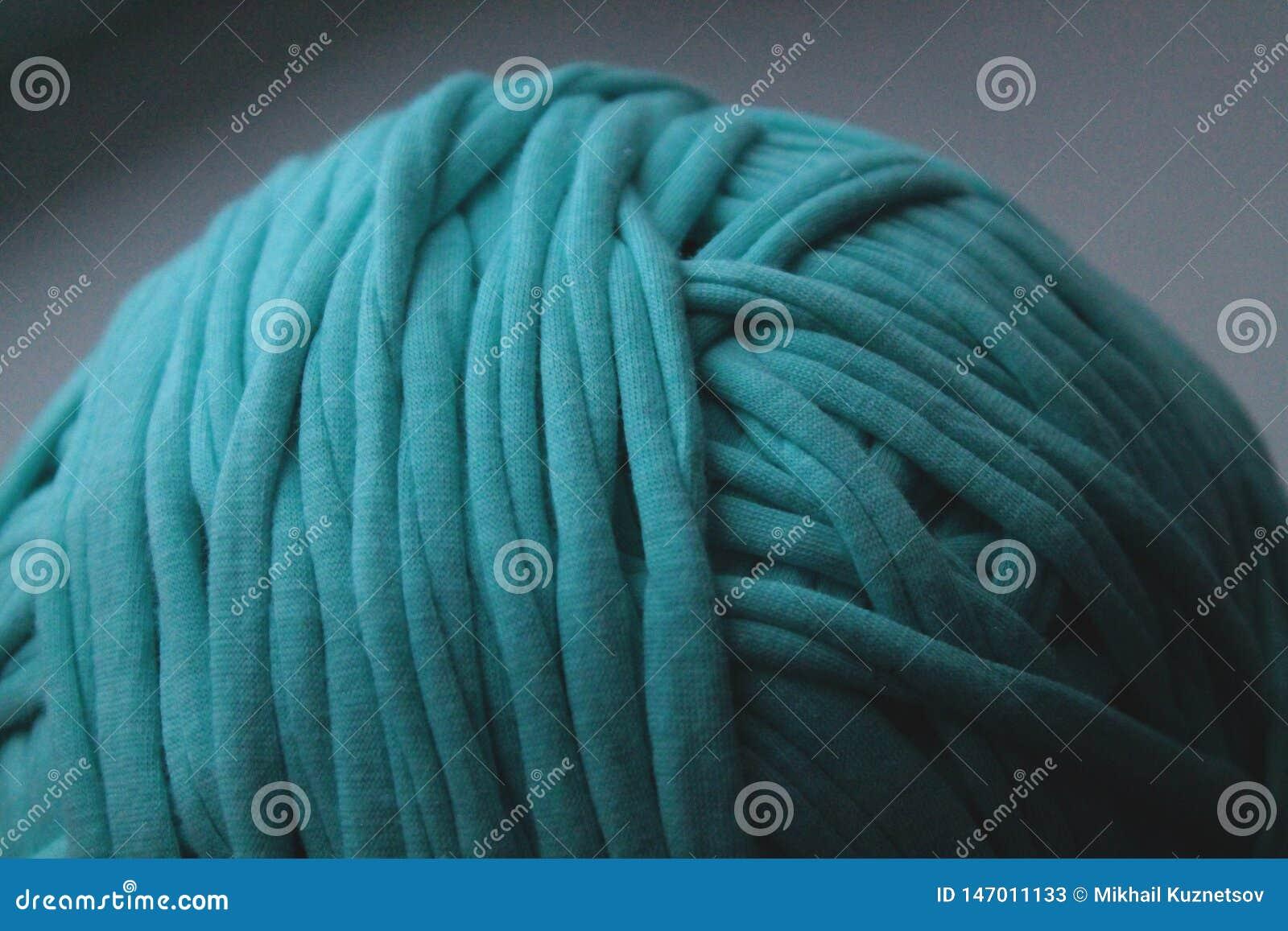 Sluit omhoog mening van groene clew draad voor het breien