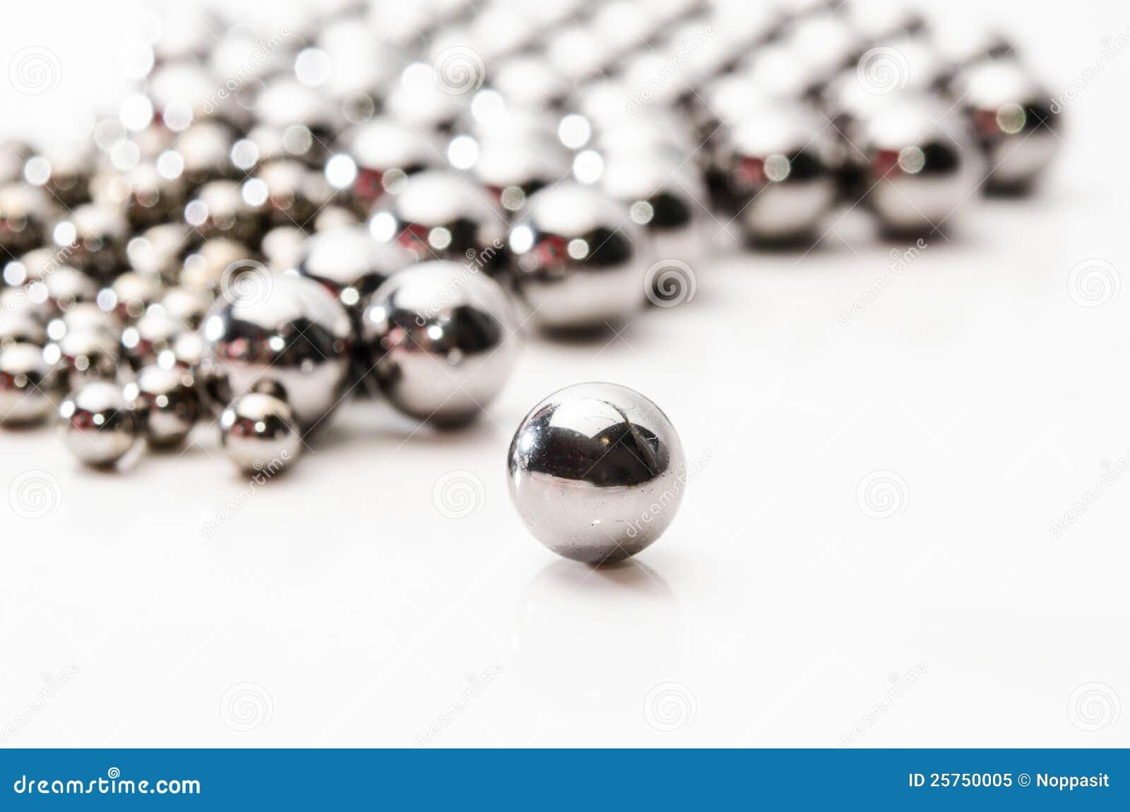 Sluit omhoog Metaallagerballen op metaal
