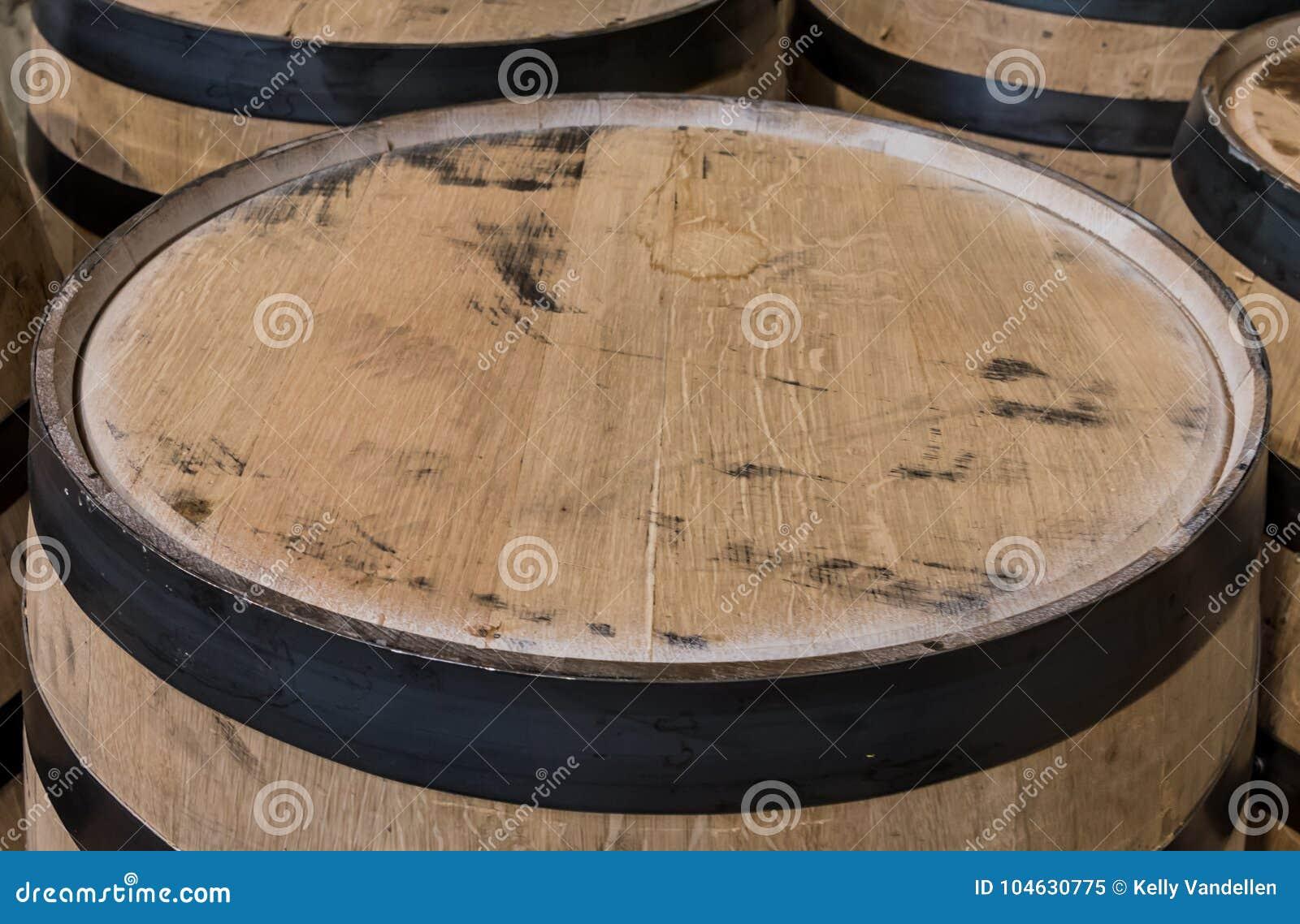 Download Sluit Omhoog Op De Bovenkant Van Het Bourbonvat Stock Afbeelding - Afbeelding bestaande uit horizontaal, zwart: 104630775