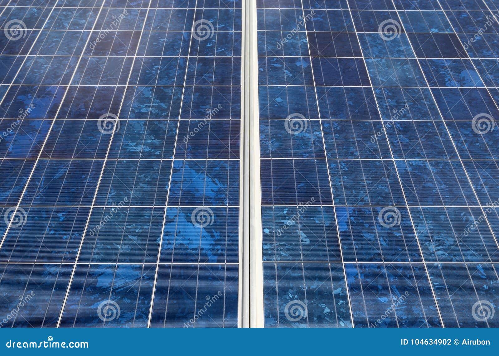 Download Sluit Omhoog Rijenserie Van Polycrystalline Siliciumzonnecellen Stock Foto - Afbeelding bestaande uit close, milieu: 104634902