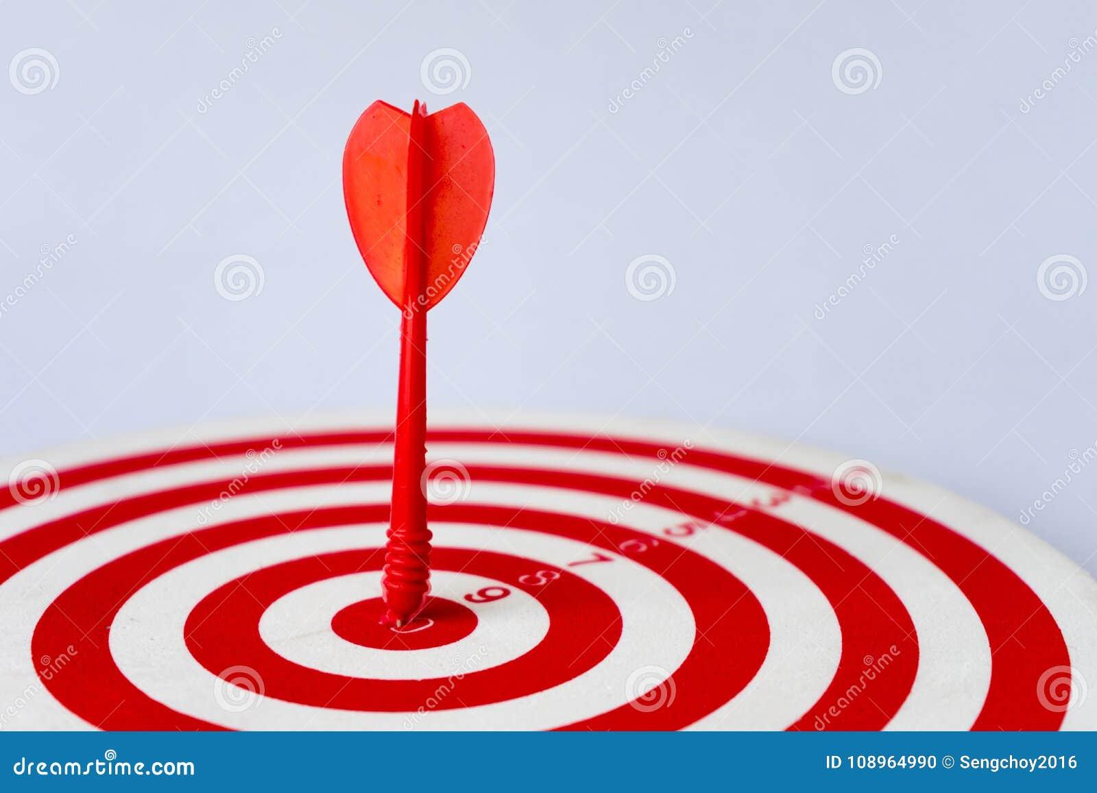 Sluit omhoog rood dartboard