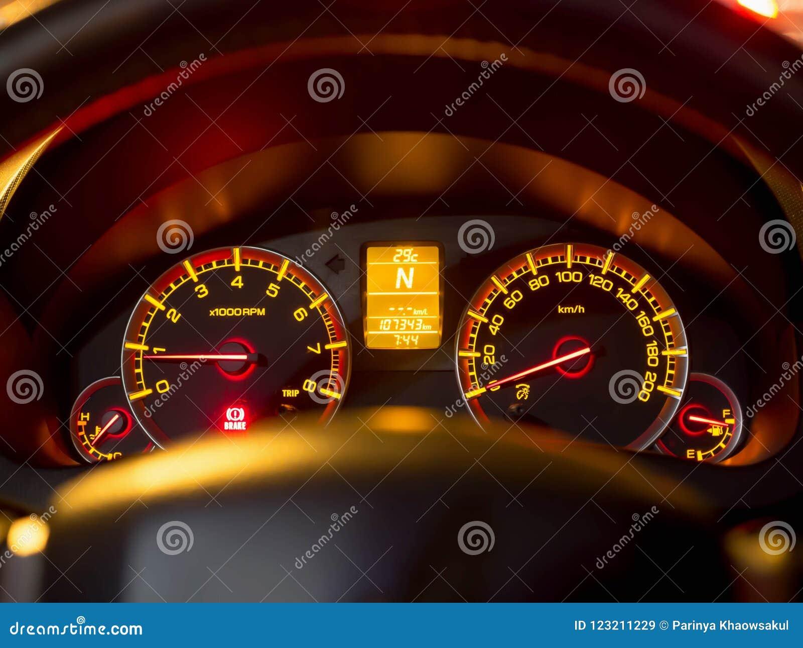 Sluit omhoog van autodashboard