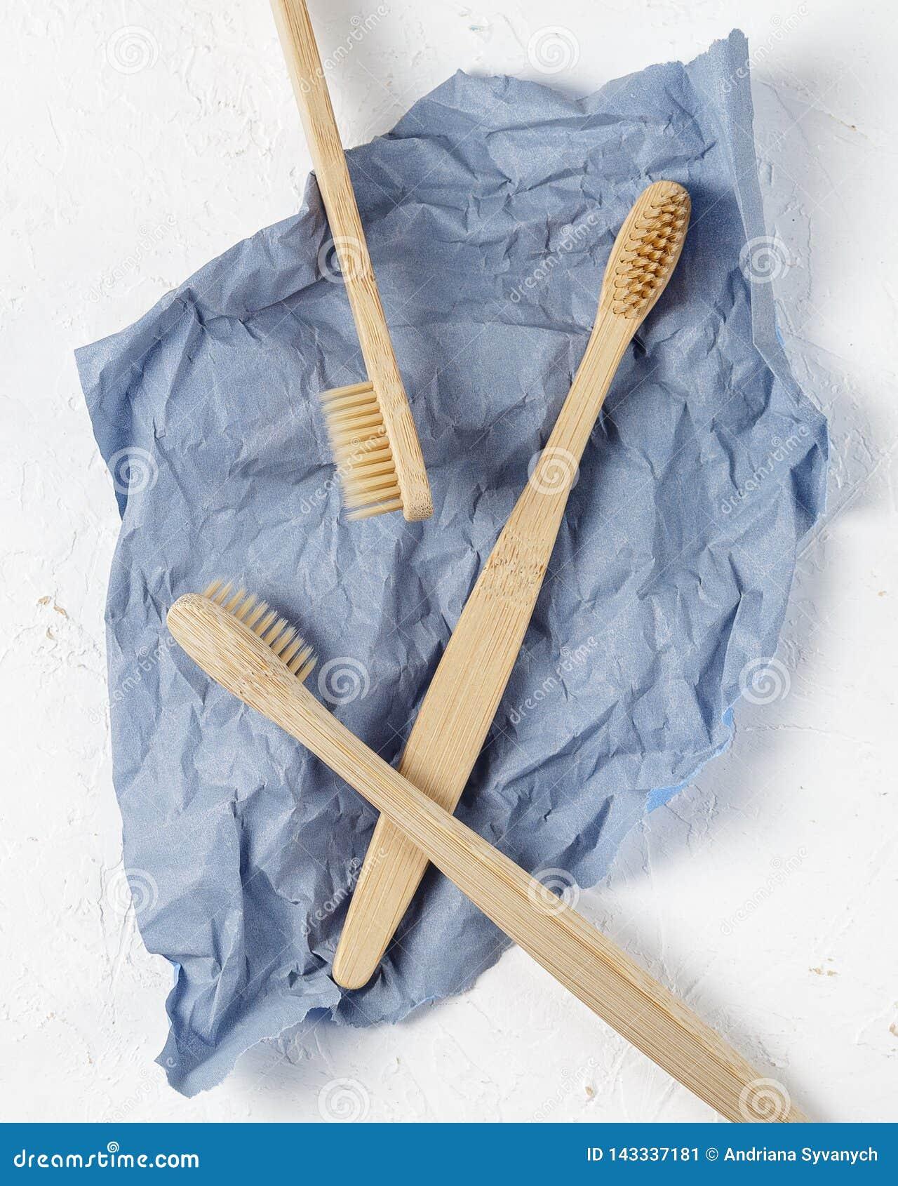 Sluit omhoog van bamboetandenborstel, nul afvalconcept