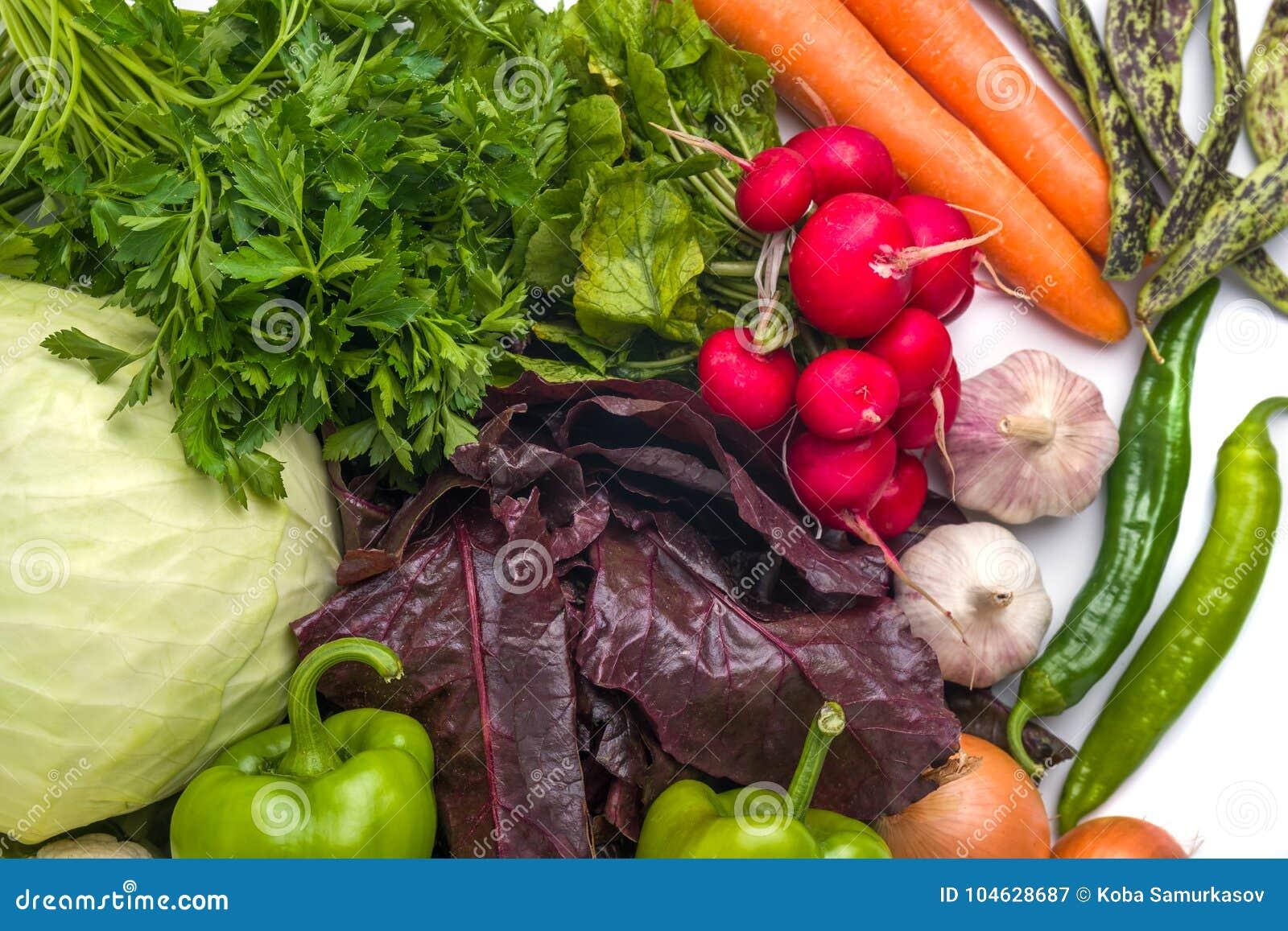 Download Sluit Omhoog Van Diverse Kleurrijke Rauwe Groenten Op Witte Achtergrond Stock Afbeelding - Afbeelding bestaande uit gezond, salade: 104628687