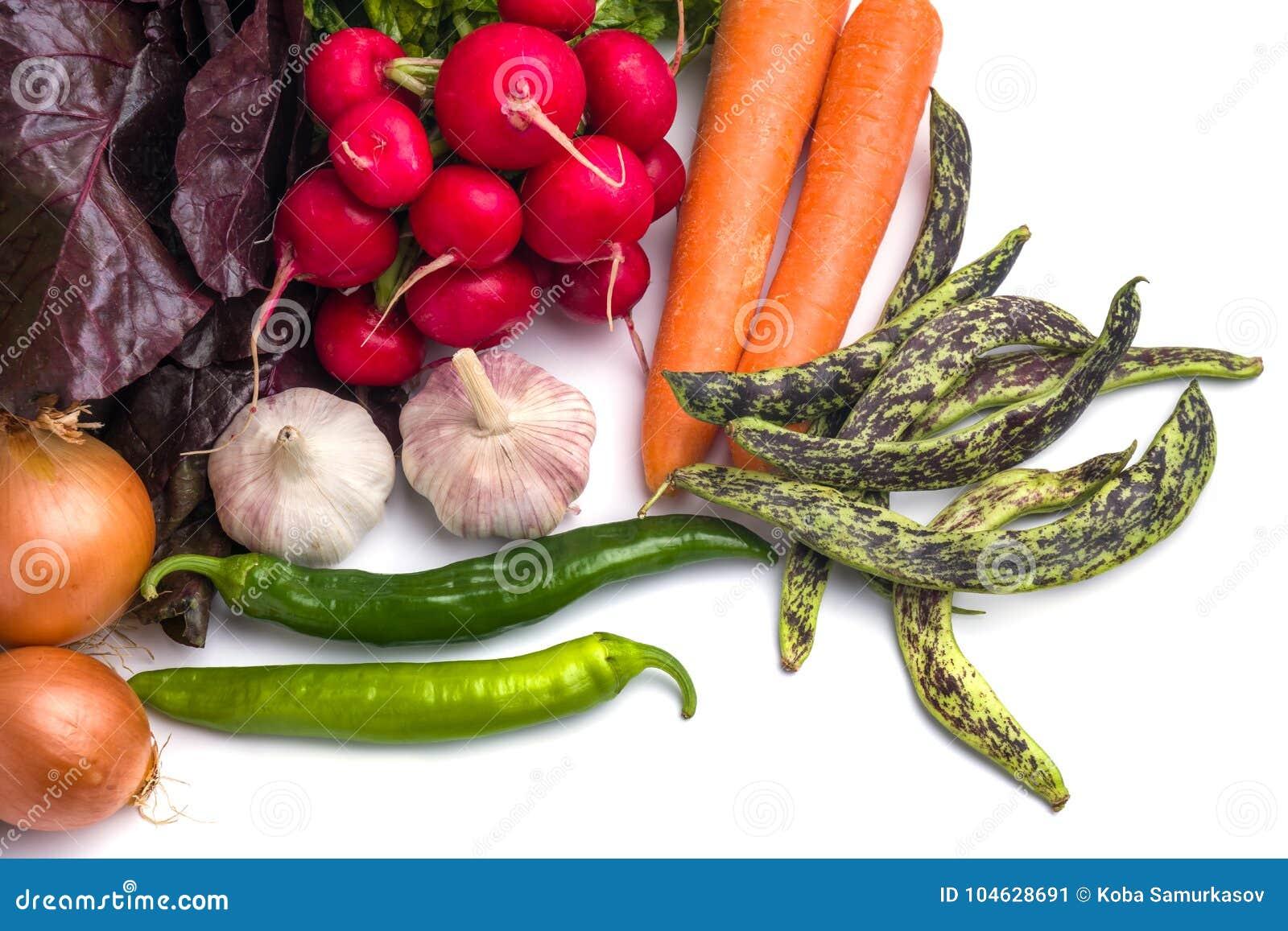 Download Sluit Omhoog Van Diverse Kleurrijke Rauwe Groenten Op Witte Achtergrond Stock Afbeelding - Afbeelding bestaande uit wortel, landbouwbedrijf: 104628691