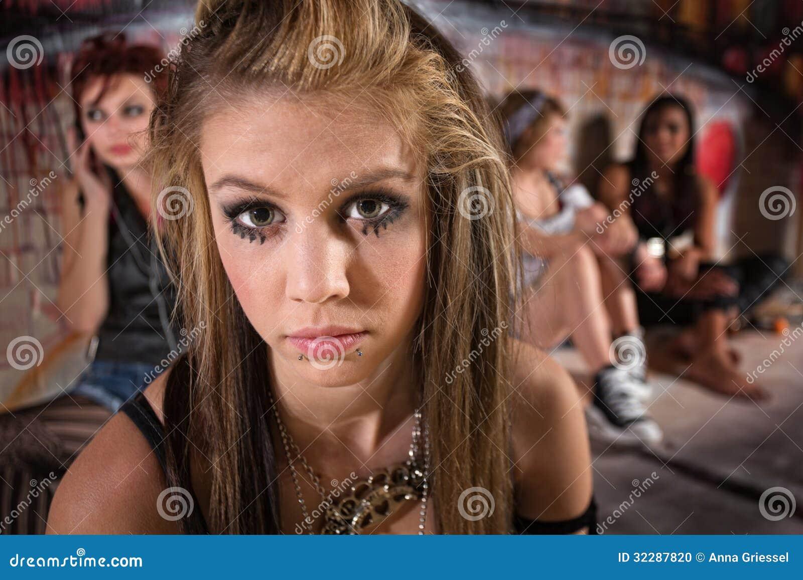 Sluit omhoog van droevig meisje stock foto afbeelding 32287820 - Foto tiener ruimte meisje ...