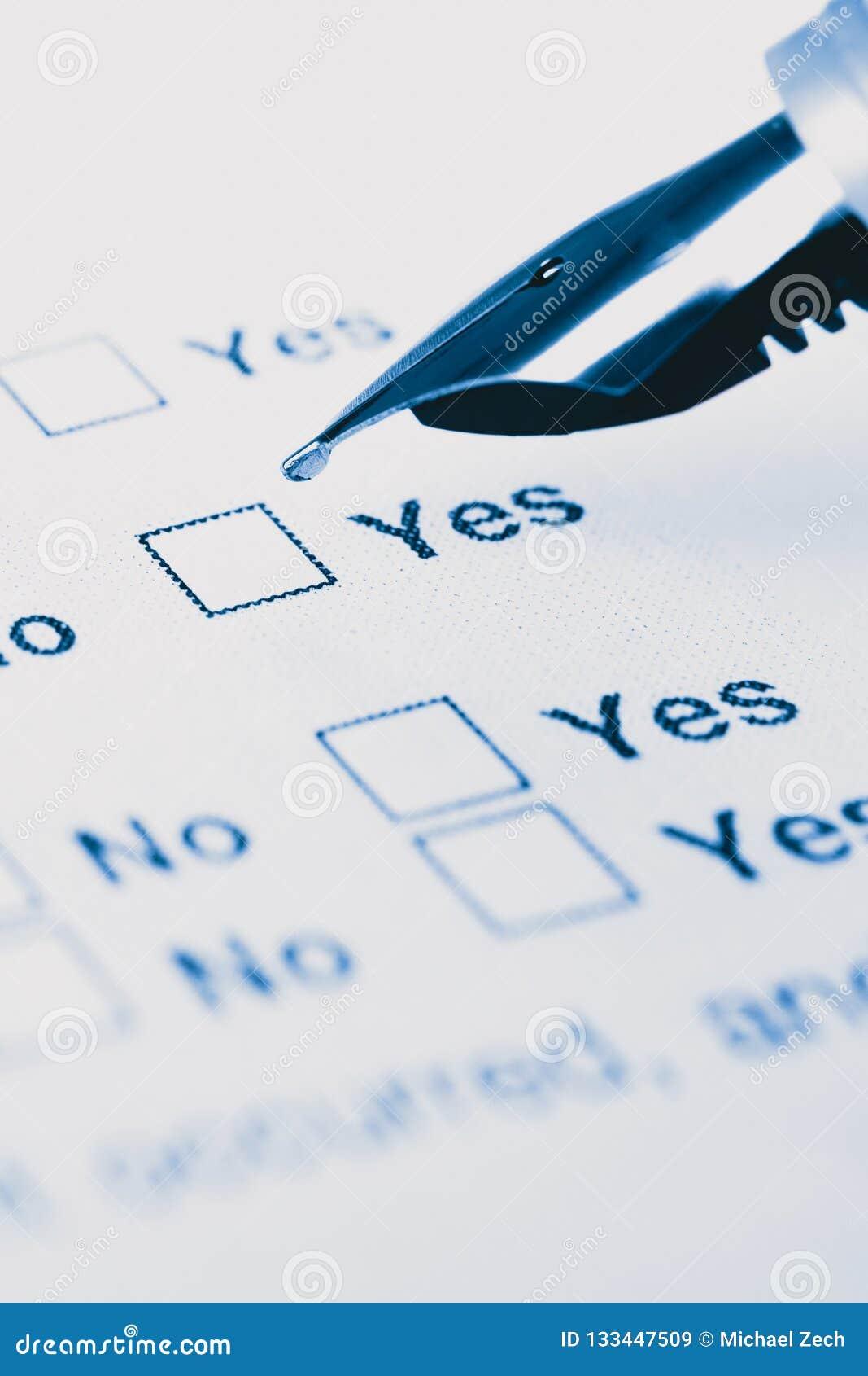Sluit omhoog van een pen klaar ja te vullen of geen selectievakjes