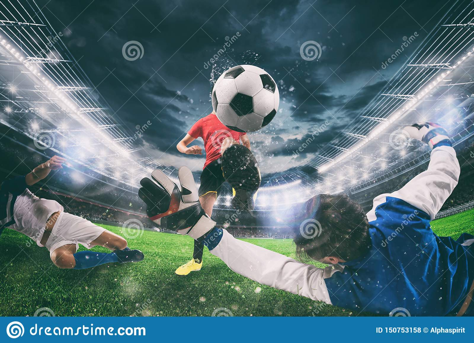 Sluit omhoog van een scène van de voetbalactie met concurrerende voetballers bij het stadion tijdens een nachtgelijke