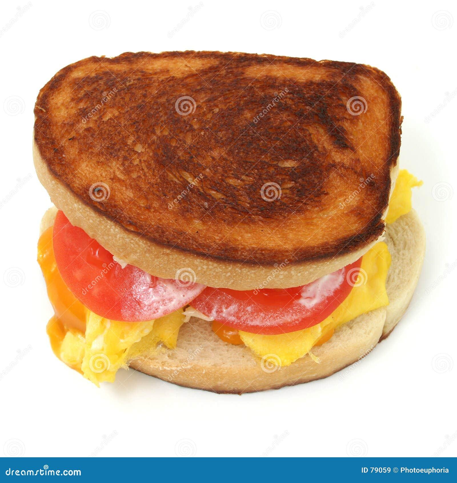 Sluit omhoog van een Scrambled Sandwich van het Ei en van de Kaas