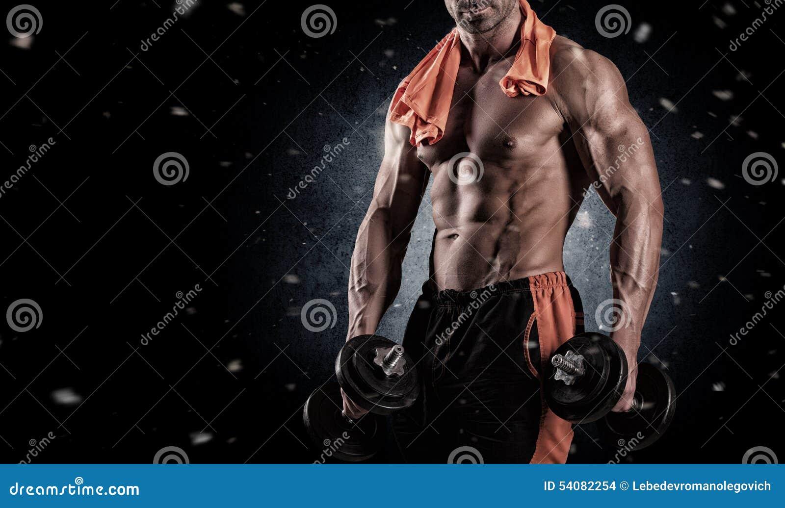 Sluit omhoog van perfect mannelijk lichaam op zwarte achtergrond met