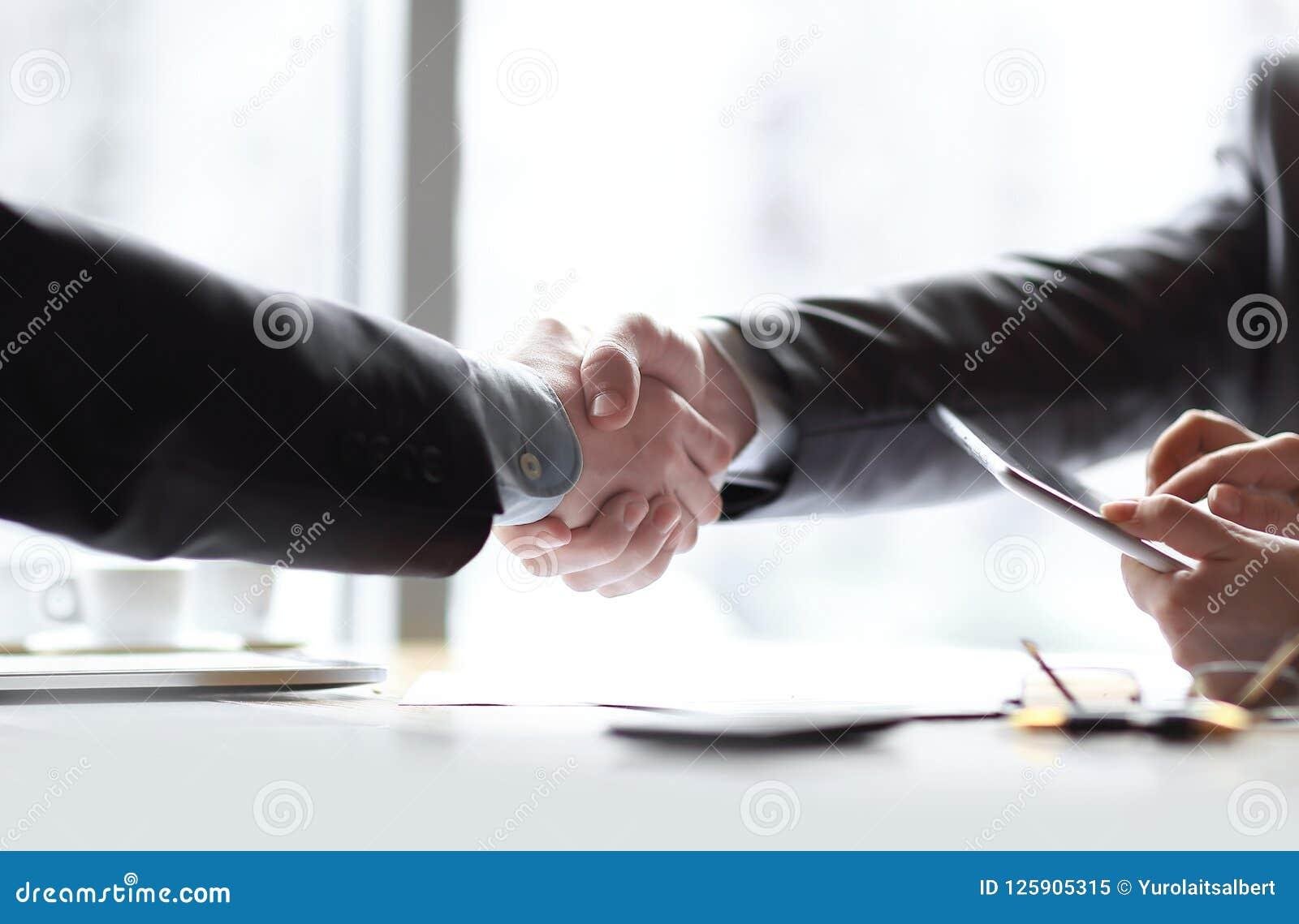 Sluit omhoog welkom handdrukpartners Bedrijfs concept