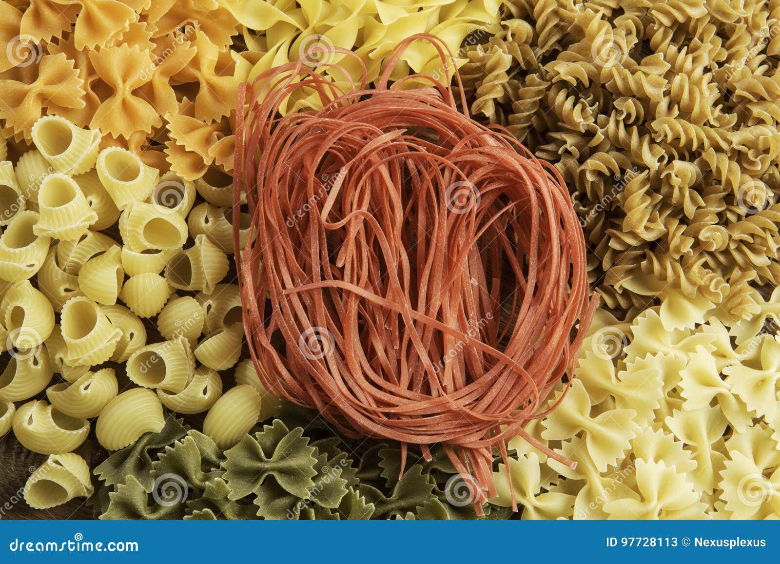 Sluit van ongekookte macaroni
