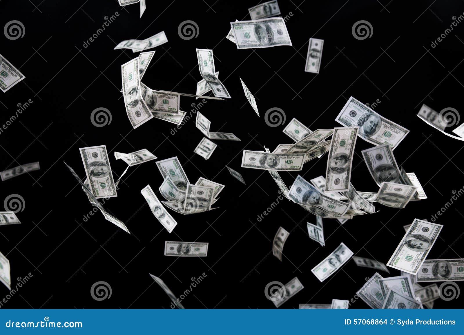 Sluit van ons omhoog dollargeld die over zwarte vliegen