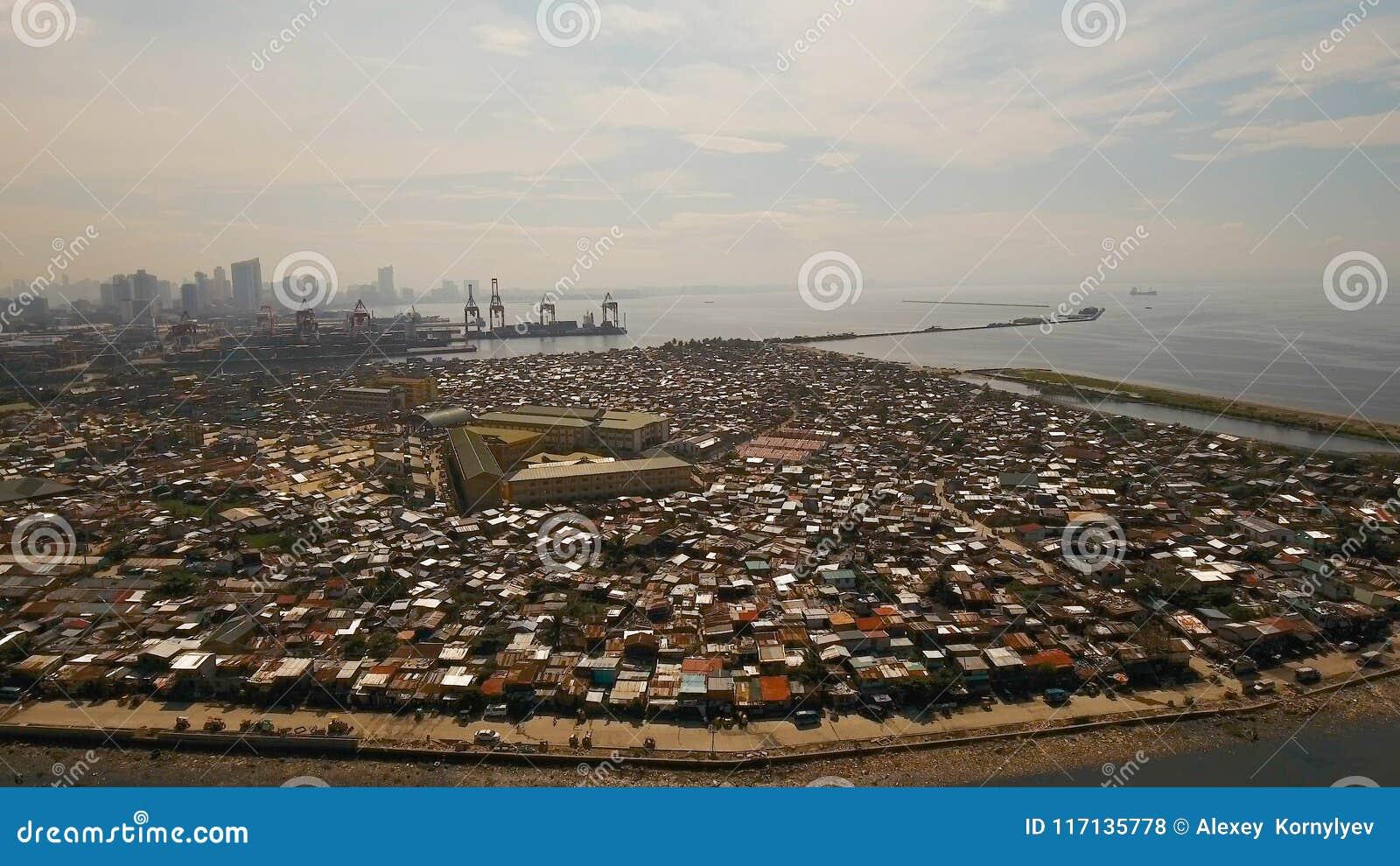 Slumkvarter för flyg- sikt av Manila, det fattiga området Filippinerna Manila