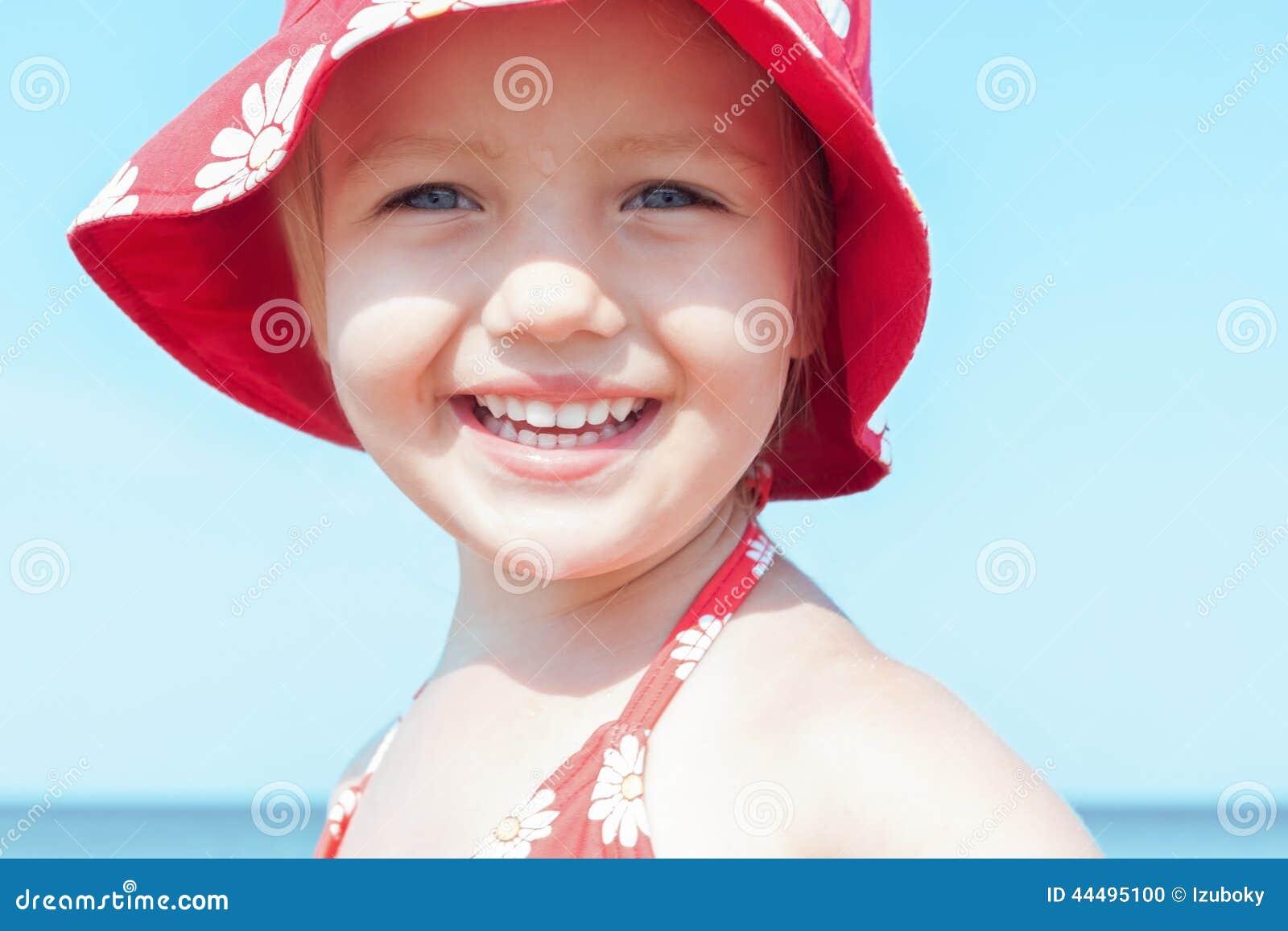 Slut för leende för barnflicka lyckligt upp