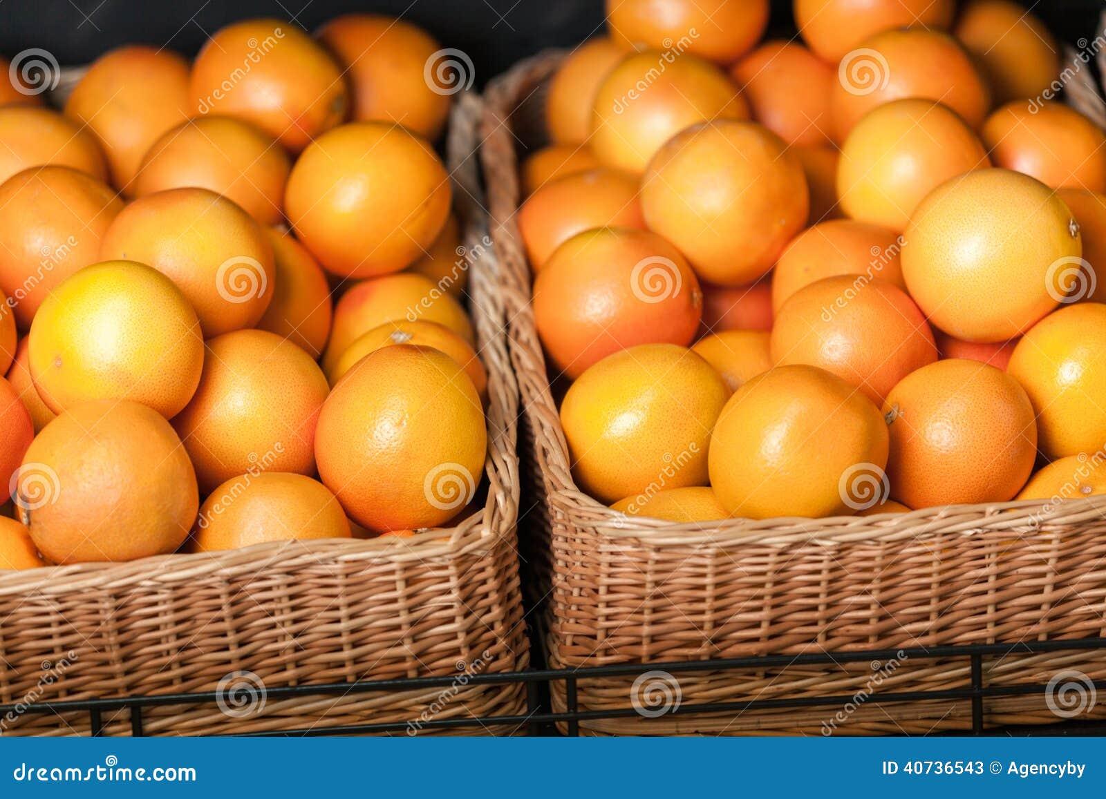 Slut upp av högen av apelsiner