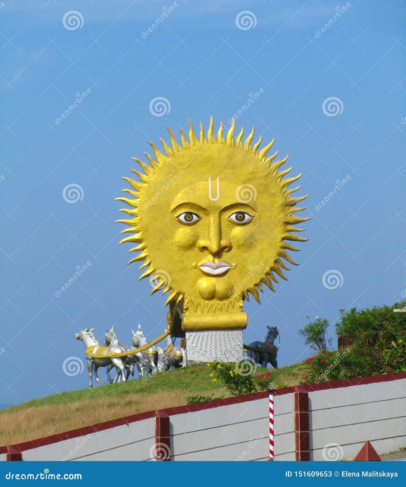 Slut upp solstatyn Indien staten av Karnataka, staden av Murdeshwar