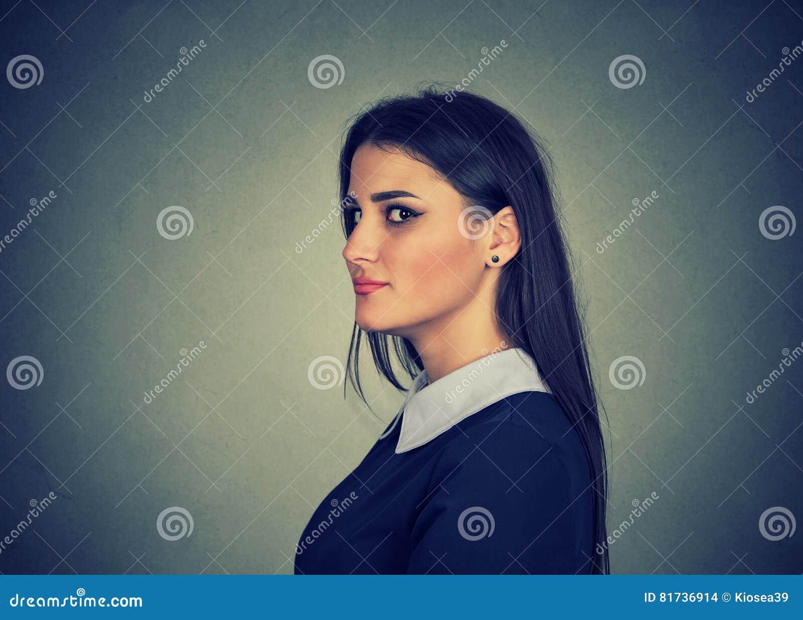 Sly, menteuse intrigante de jeune femme