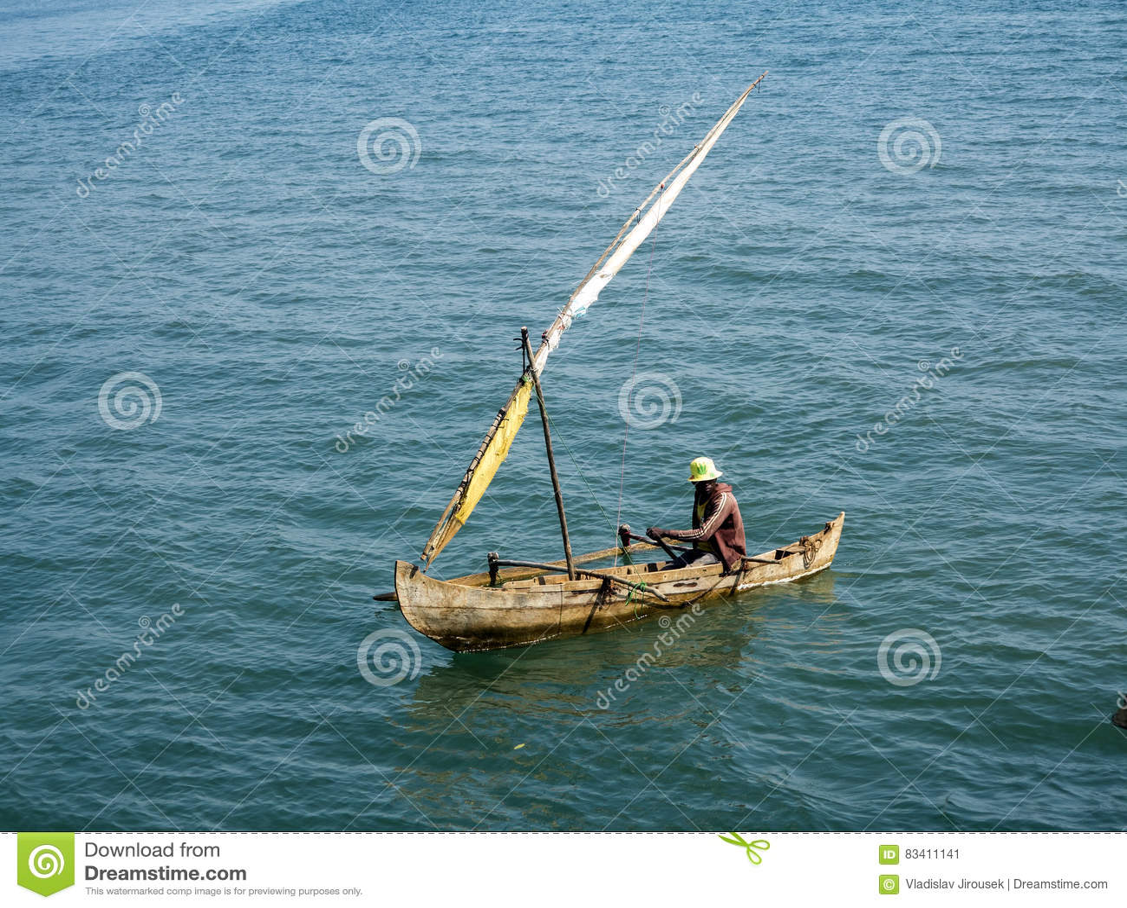 Små fiskebåtar i den oagascar fjärden,