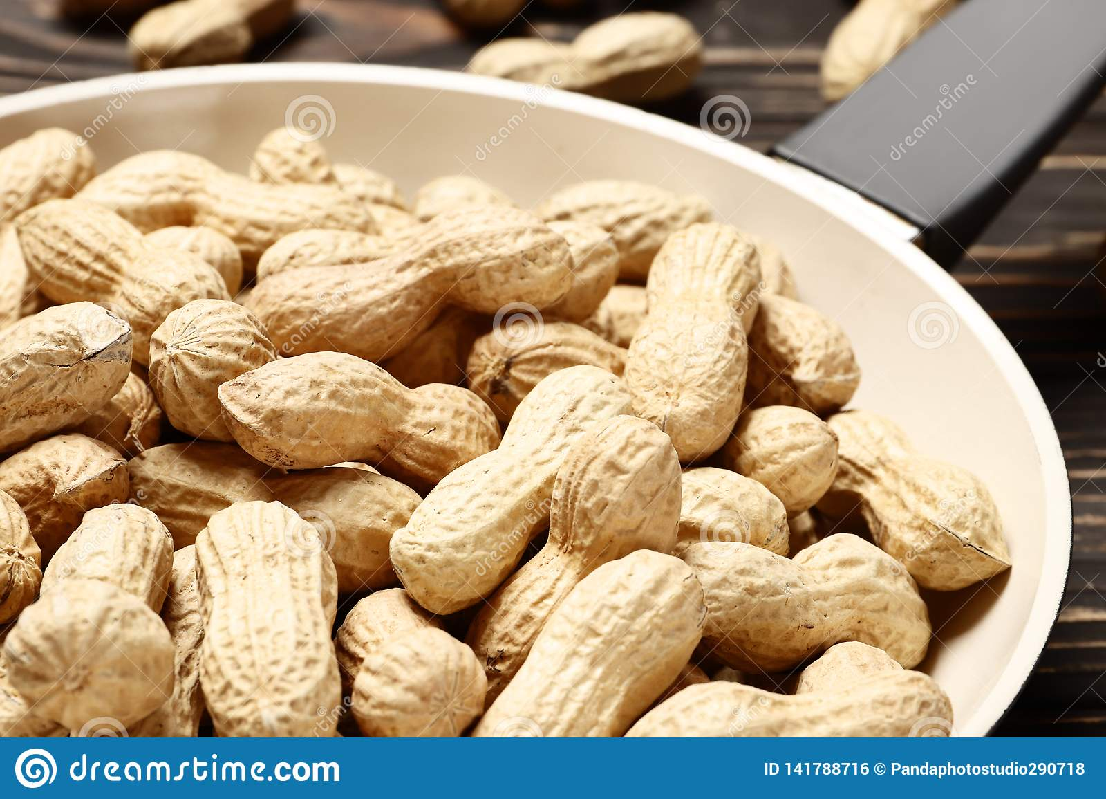 Smażyć nieckę z piec arachidami