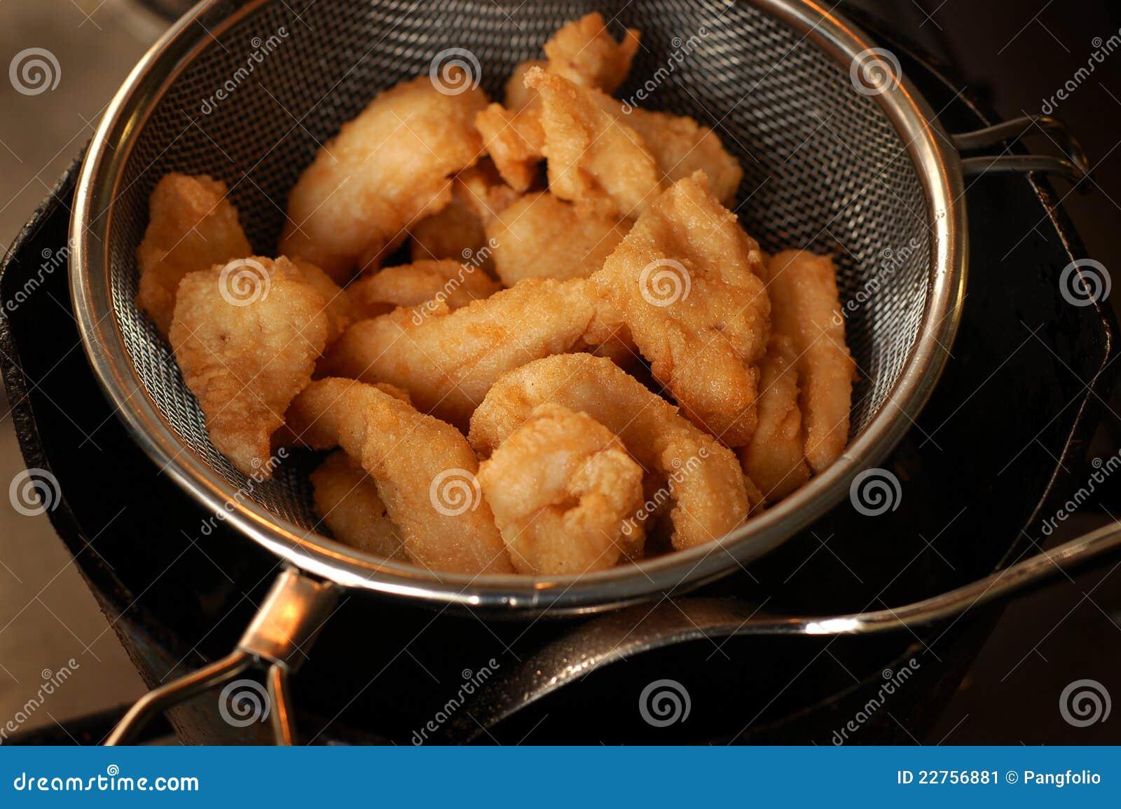 Smażąca polędwicowa ryba