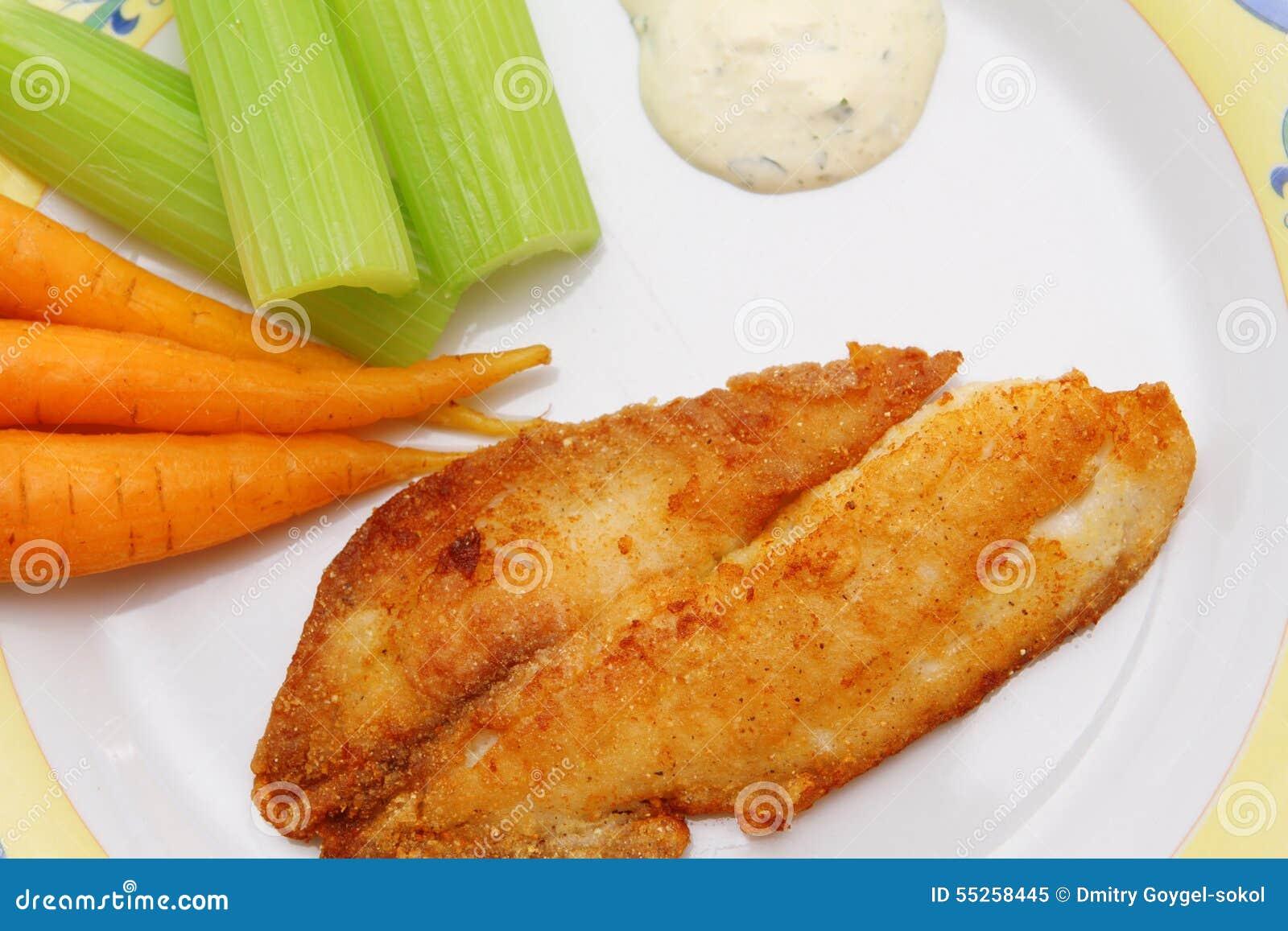 Smażący rybi polędwicowy z marchewek, selerowego i tartare kumberlandem,