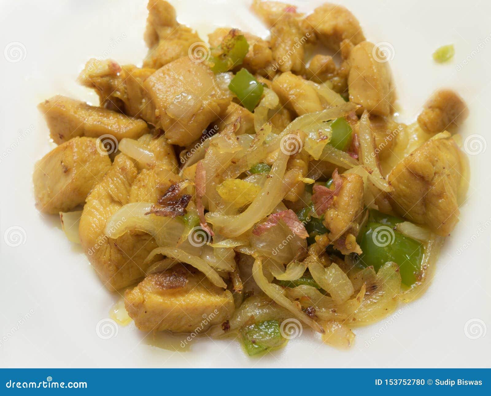 Smażę siekał kurczaków kawałki z warzywami, W górę
