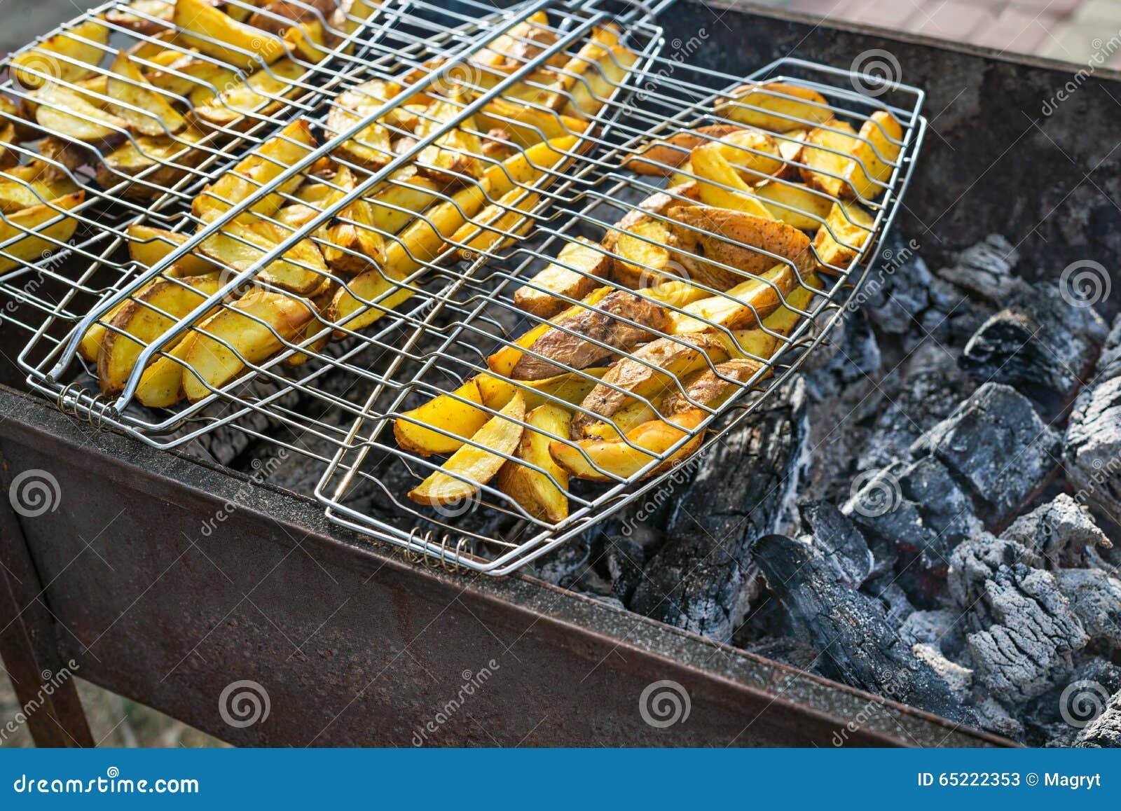 Smażyć grule na grillu Outdoors grilla weekend