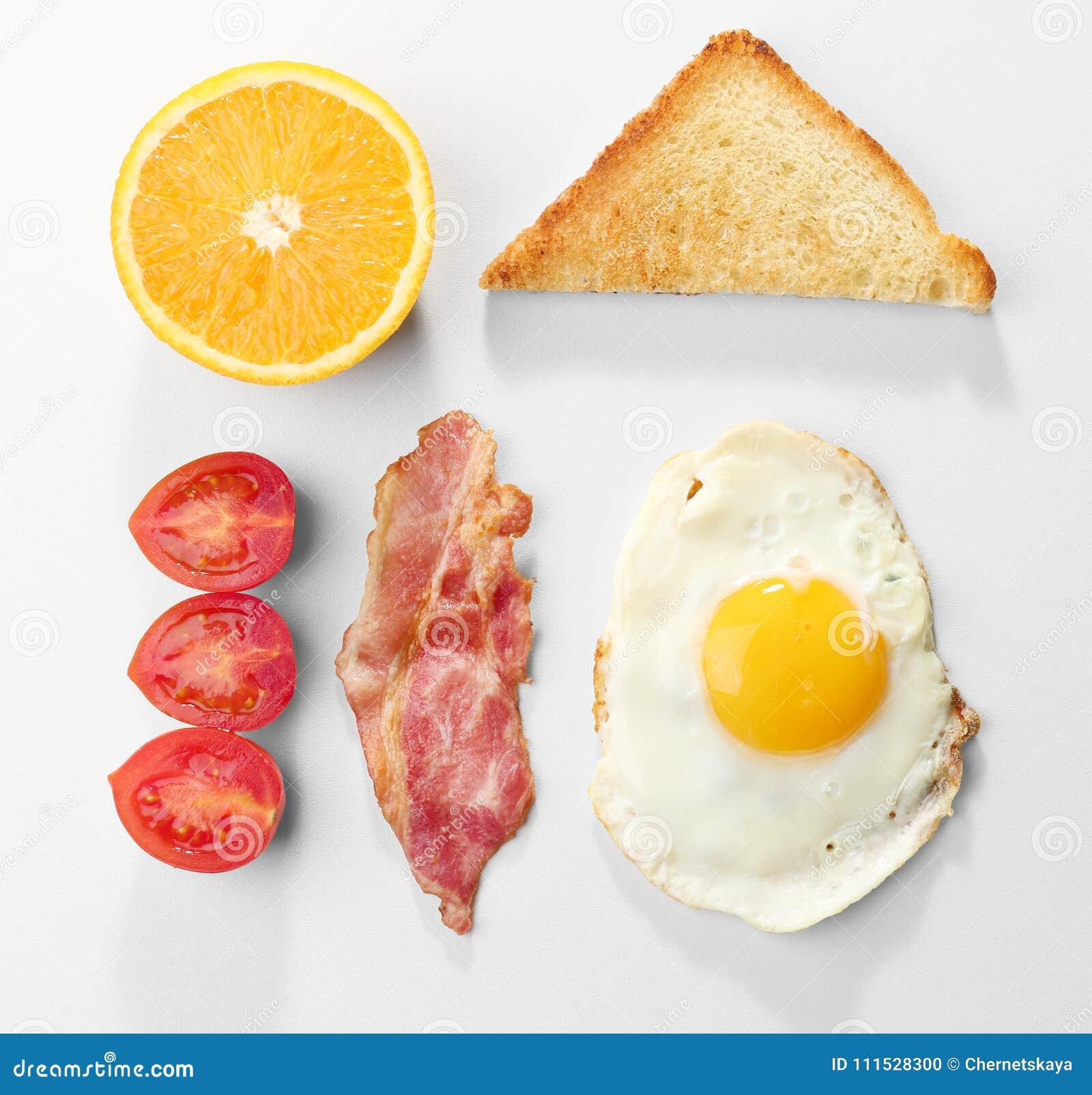 Smakelijk ontbijt met gebraden ei