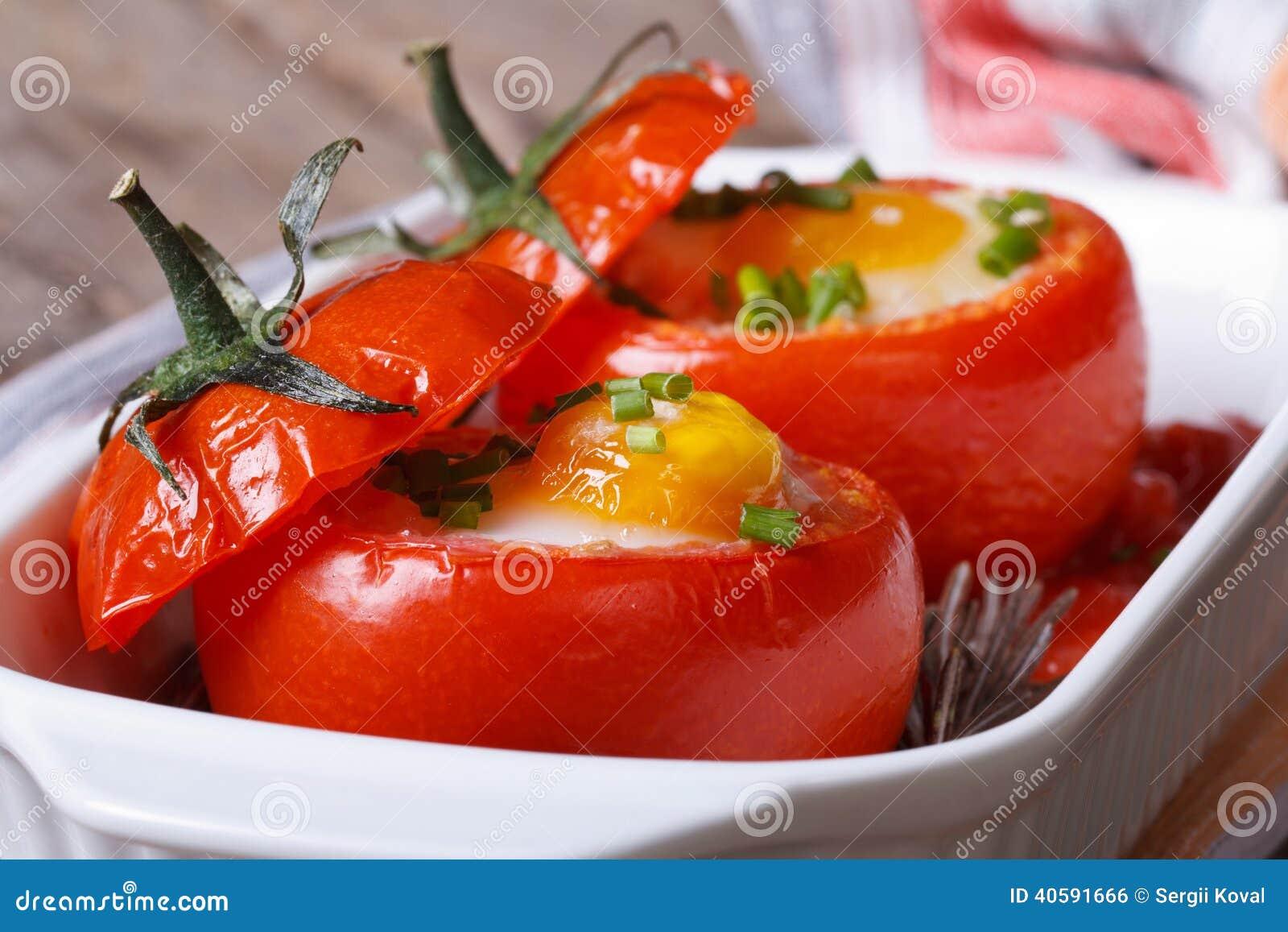 smakelijk voorgerecht van gebakken die tomaten met eieren worden gevuld stock foto afbeelding. Black Bedroom Furniture Sets. Home Design Ideas