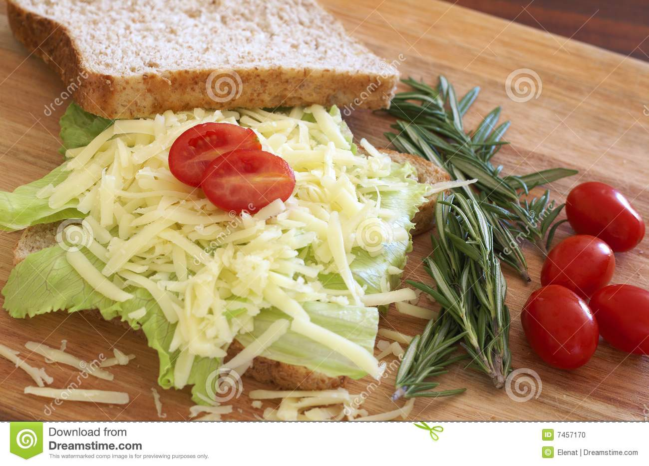 Smakelijke open sandwich op wholewheat brood