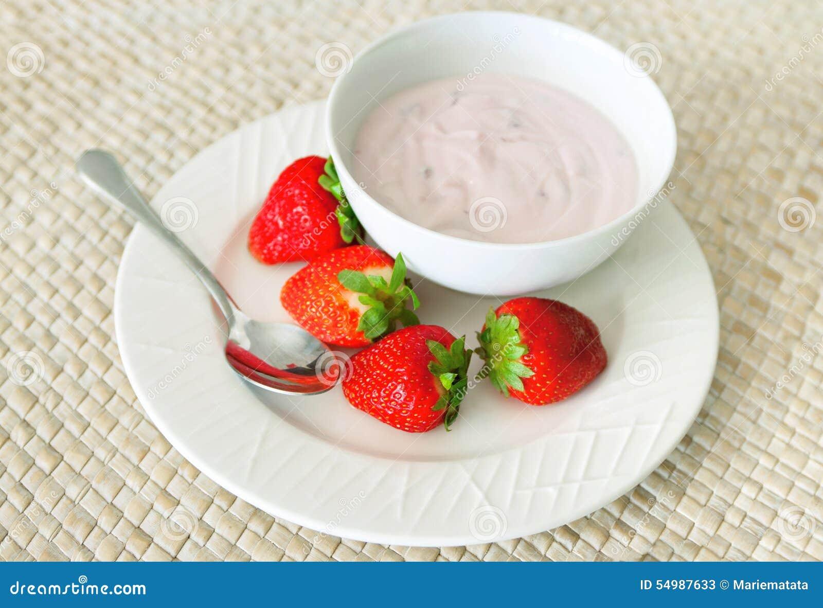 Smaklig yoghurt med jordgubbar