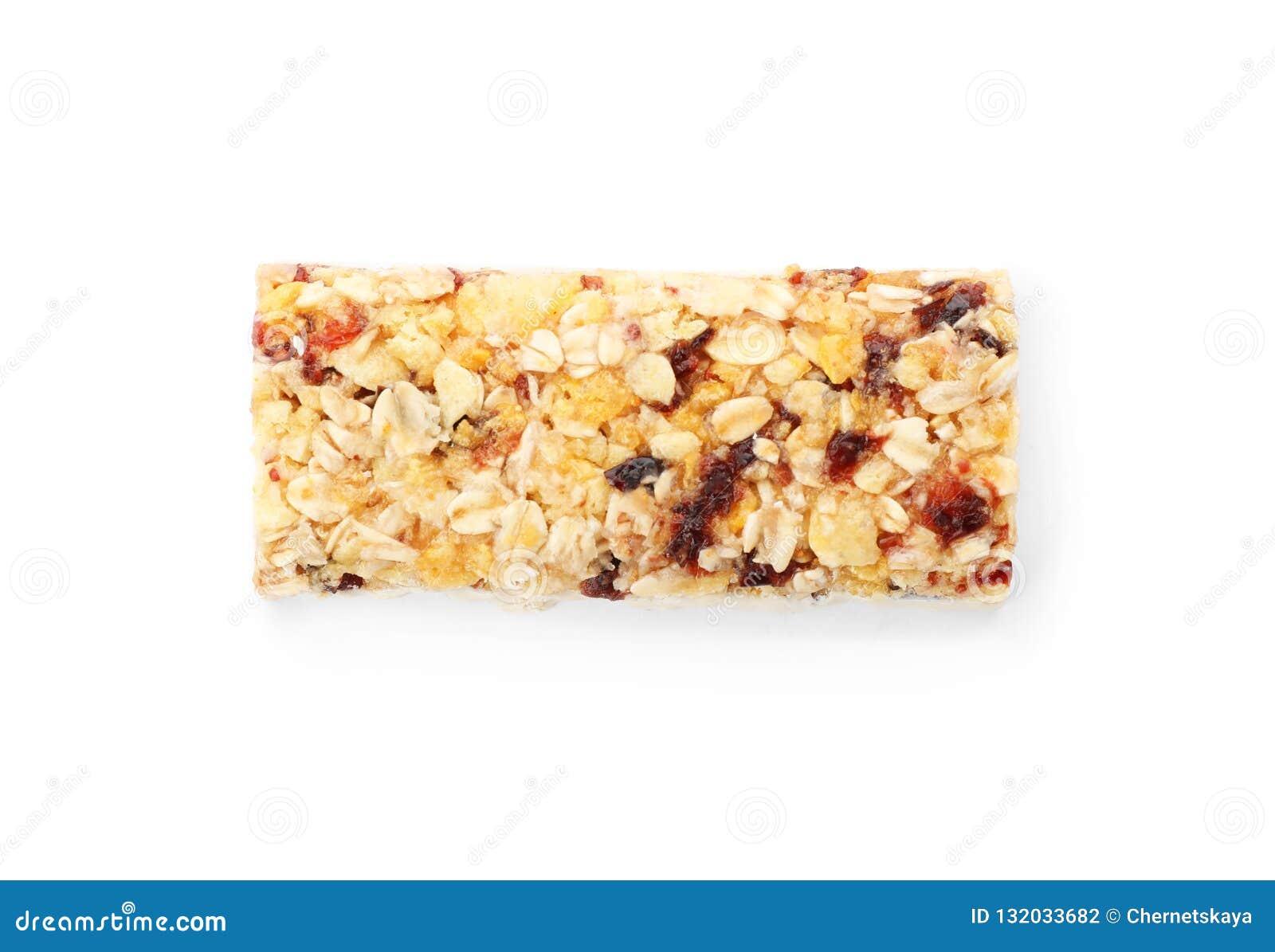 Smakowity proteina bar na białym tle