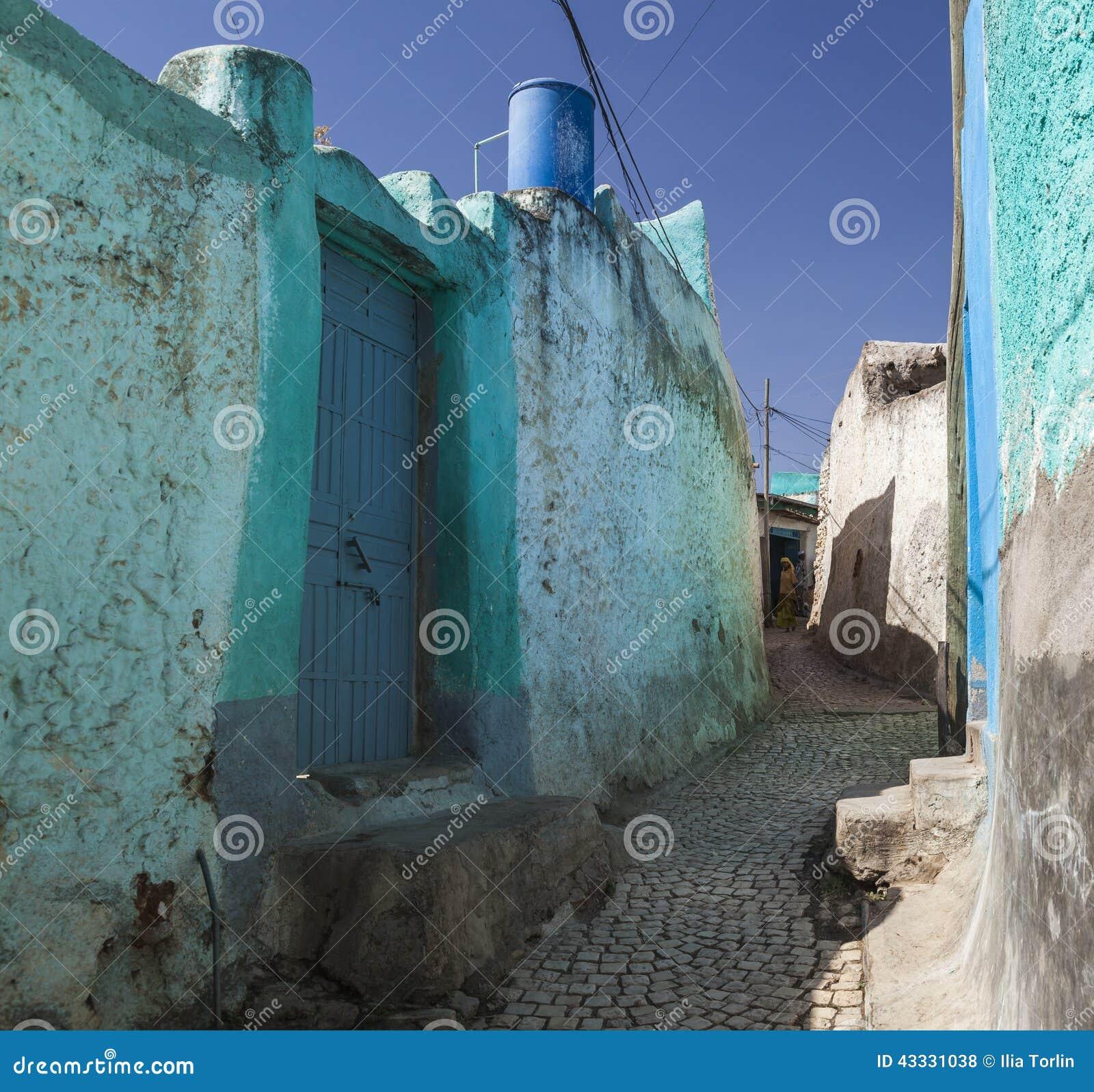 Smal bakgata av den forntida staden av Jugol Harar ethiopia