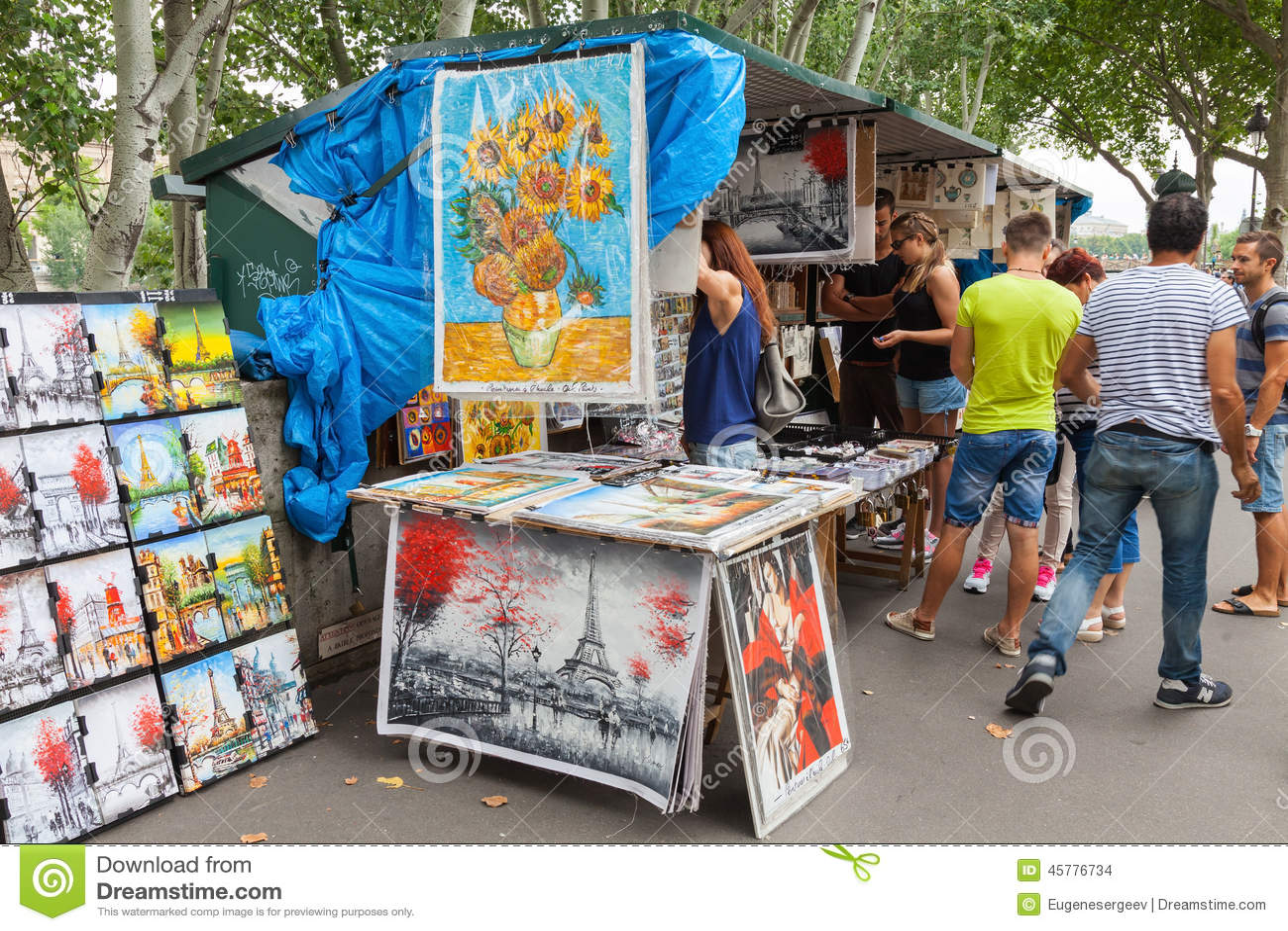 Small Art And Souvenir Shop In Paris, France Editorial Stock