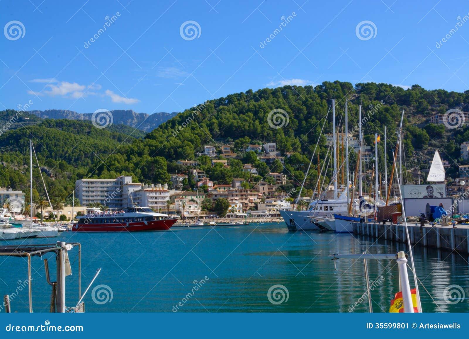 punta-del-este-beach-uruguay-marina-boats-44023122.jpg
