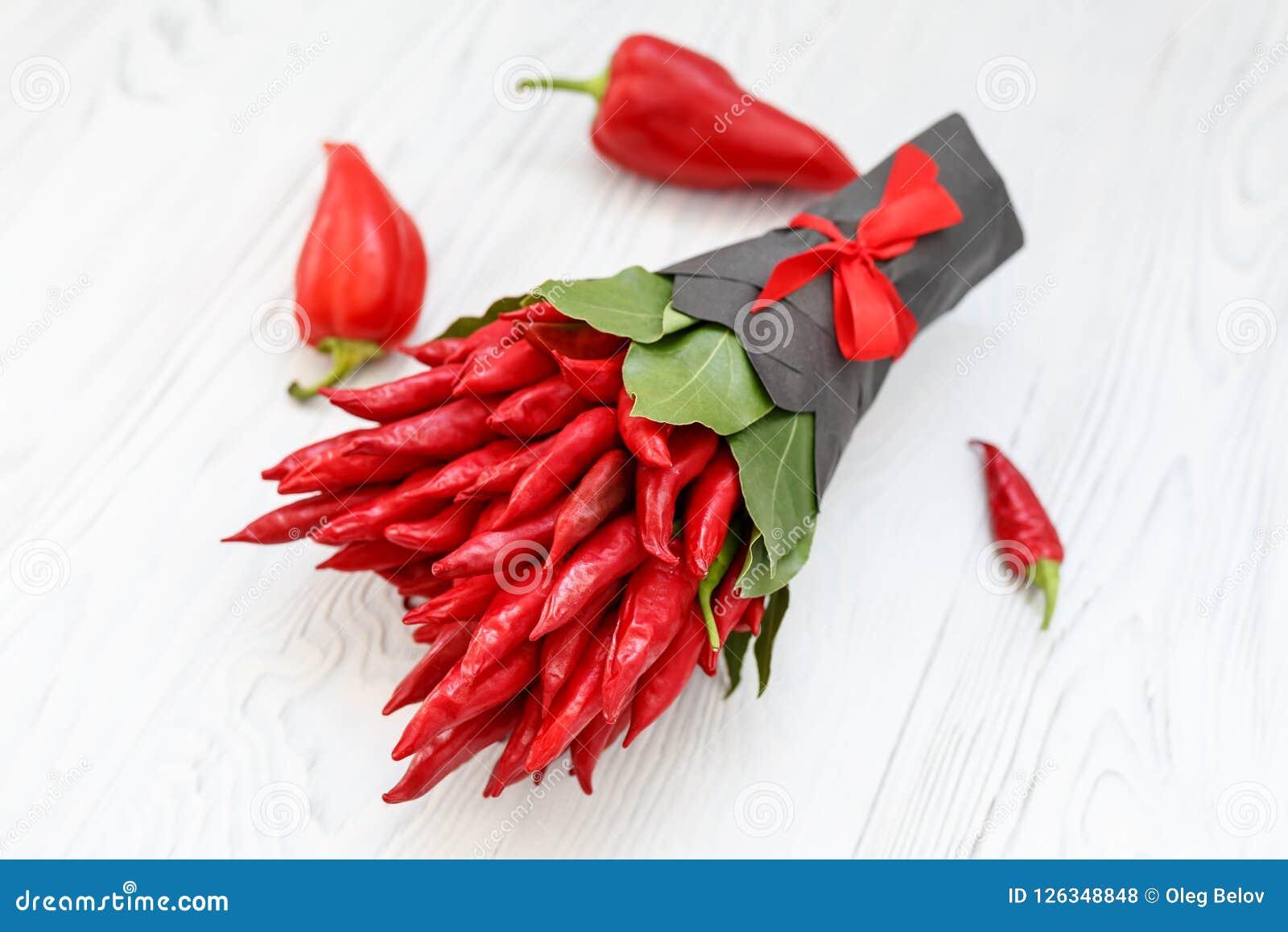 Mazzo Di Fiori Con Peperoncini.Small Bouquet Made Of Hot Chilli Pepper And The Bay Leaves On A