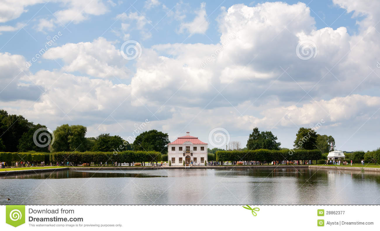 Small Building And Pond At Peterhof Royalty Free Stock