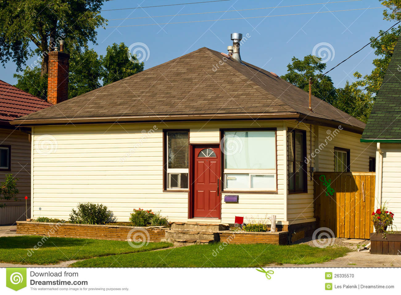 small bungalow stock photo image 26335570