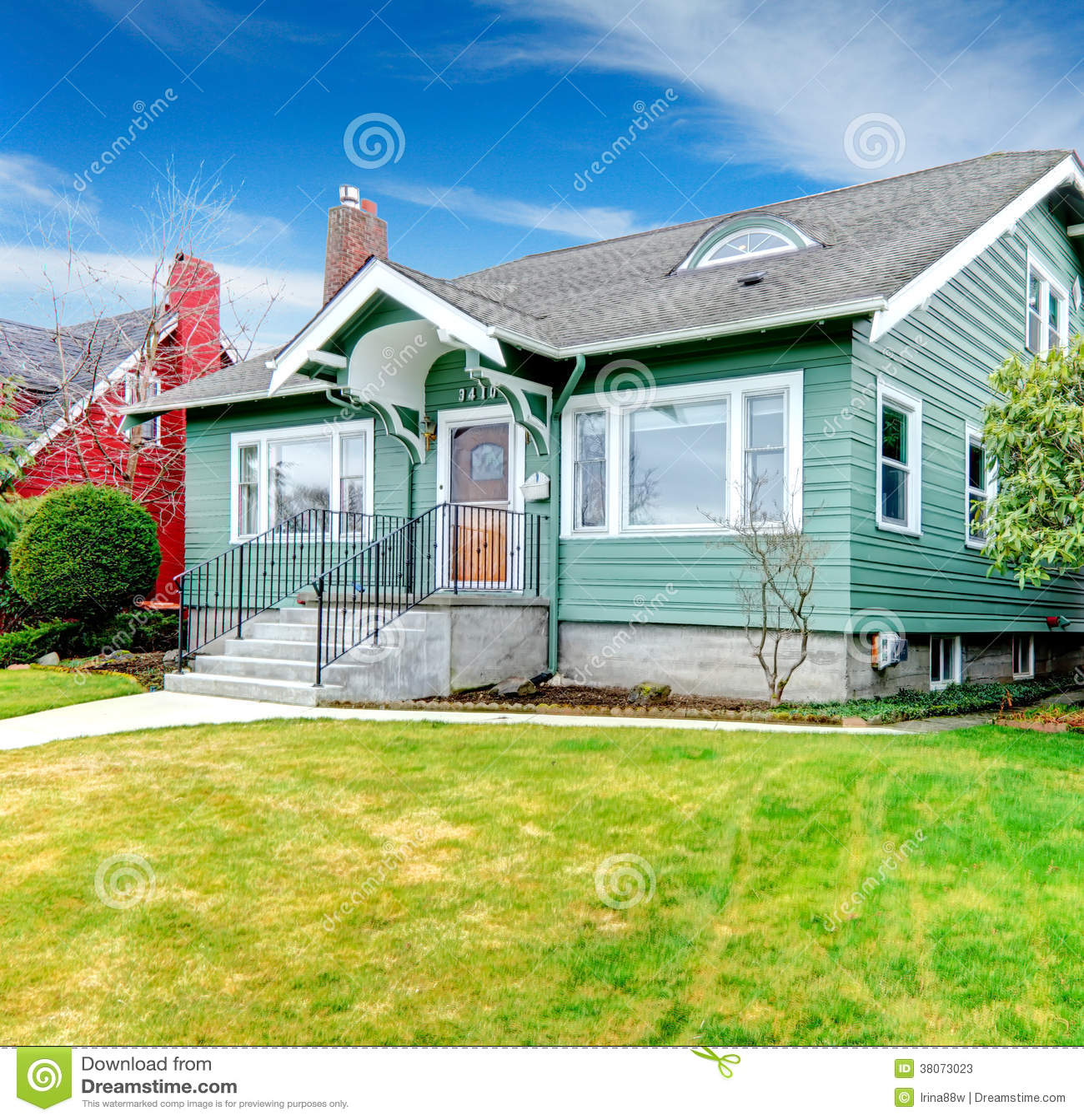 Small Clapboard Siding House Stock Photos Image 38073023