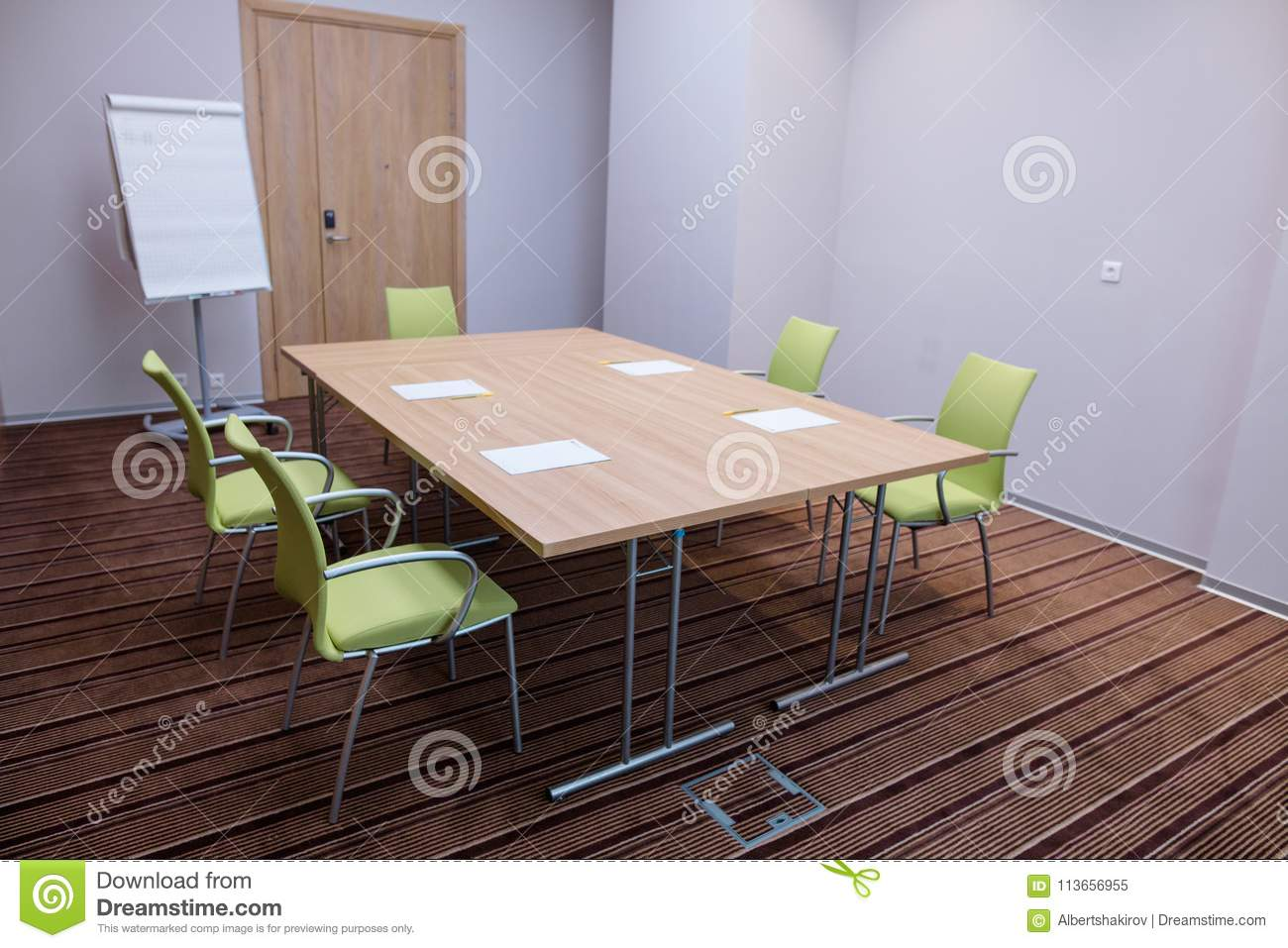 Small comfortable meeting room for rent