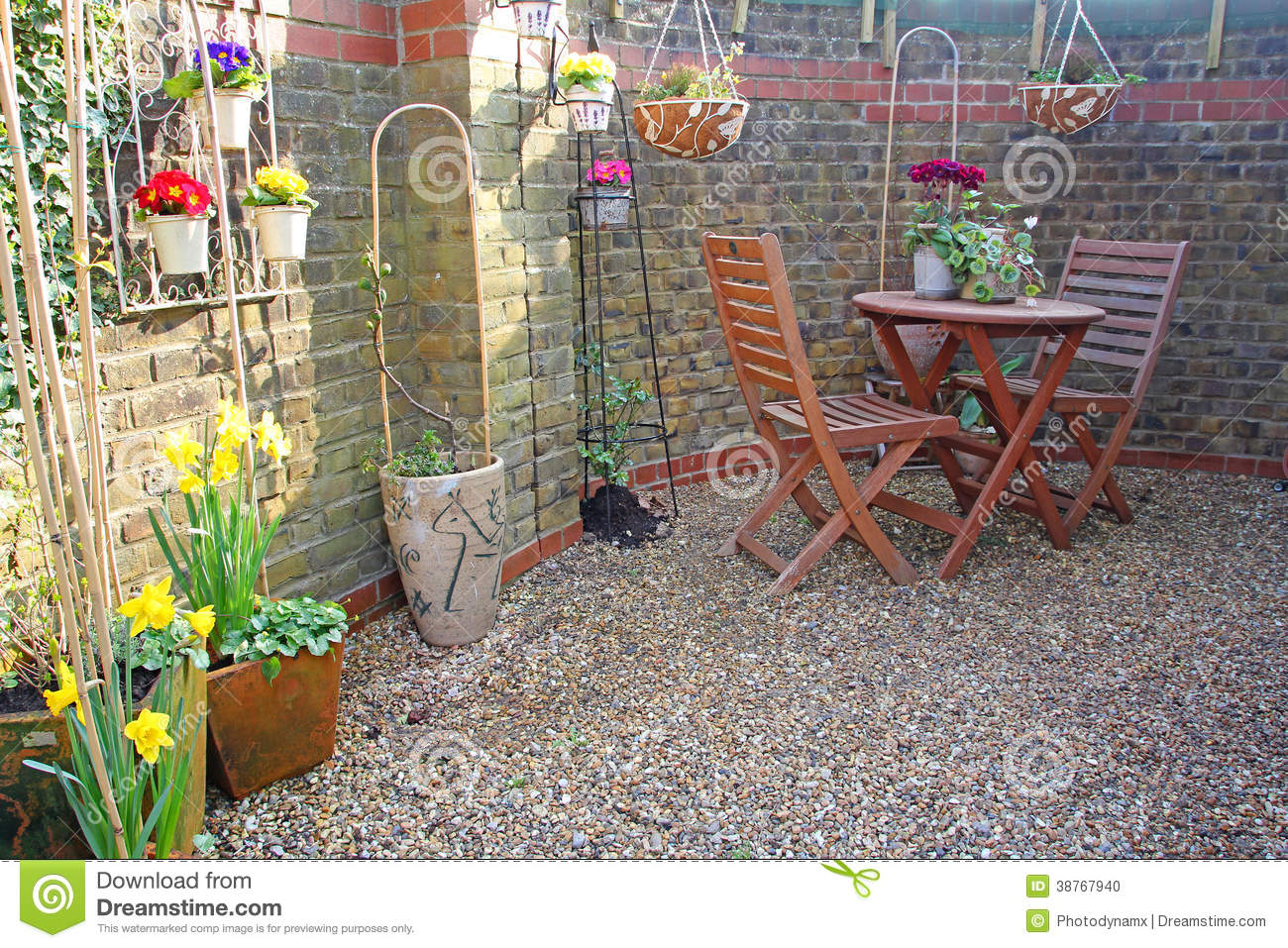Small Courtyard Garden Stock Photo - Image: 38767940
