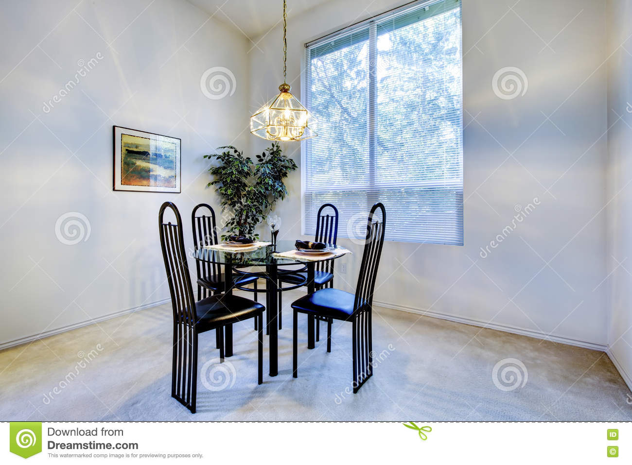 Cozy Dining Space: Small And Cozy Dining Room With Black Table Chair Set