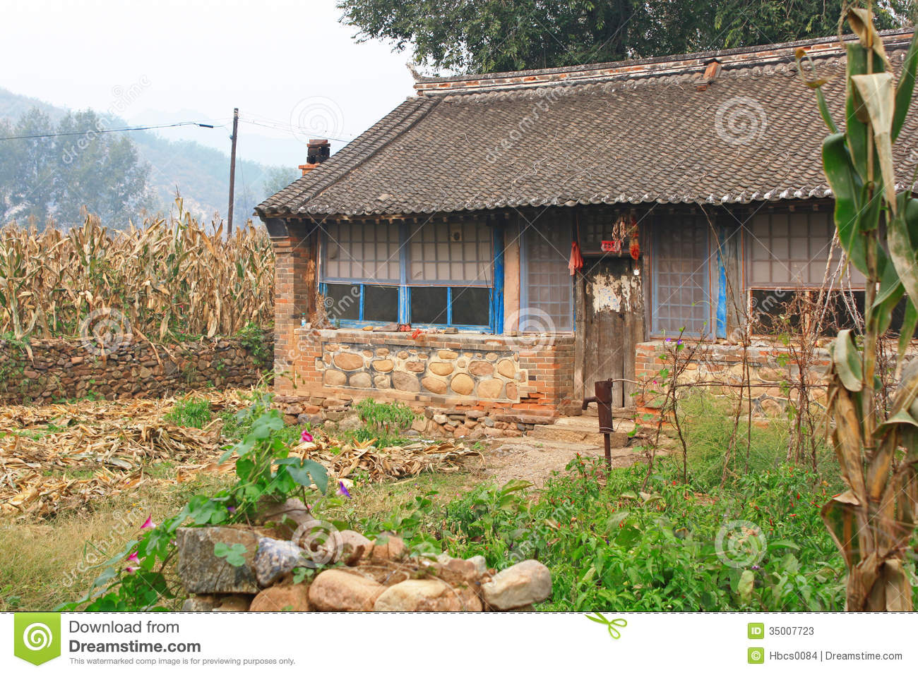 Small farm house in china stock photos image 35007723 for Small house design village
