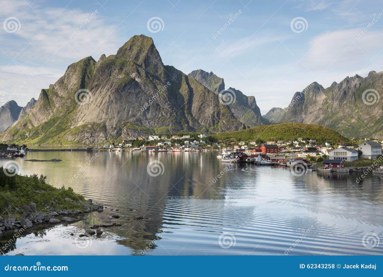 Small fishing port reine lofoten islands norway stock for Peak fishing times
