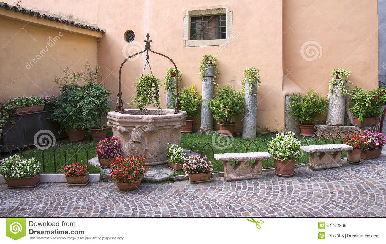 Small garden at the house wall stock photo image 51762845 - Jardines interiores pequenos ...