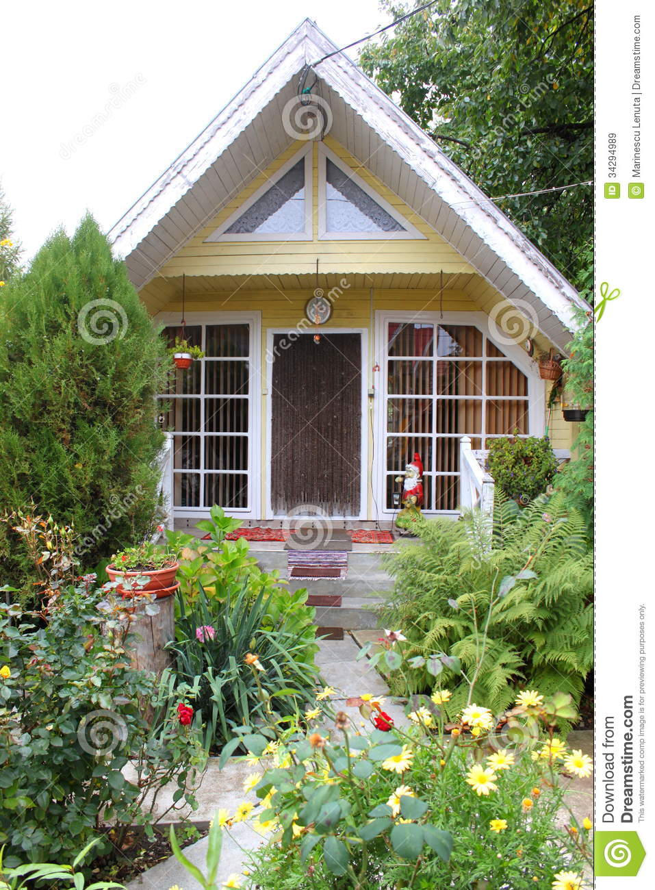 Small house made of wood with a beach basket in the front for Beautiful small house with garden