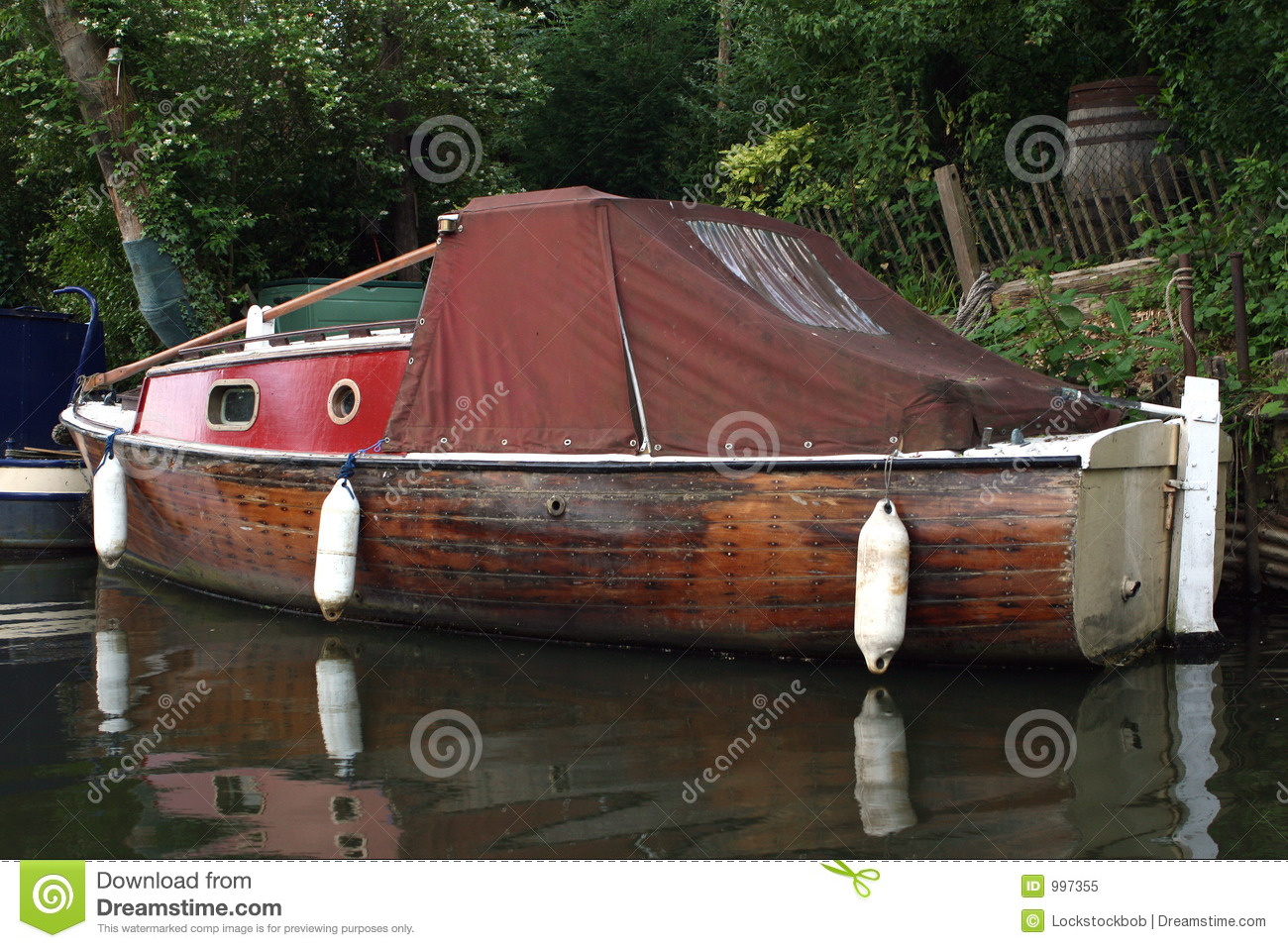 Small House Boat On River Royalty Free Stock Photo - Image: 997355