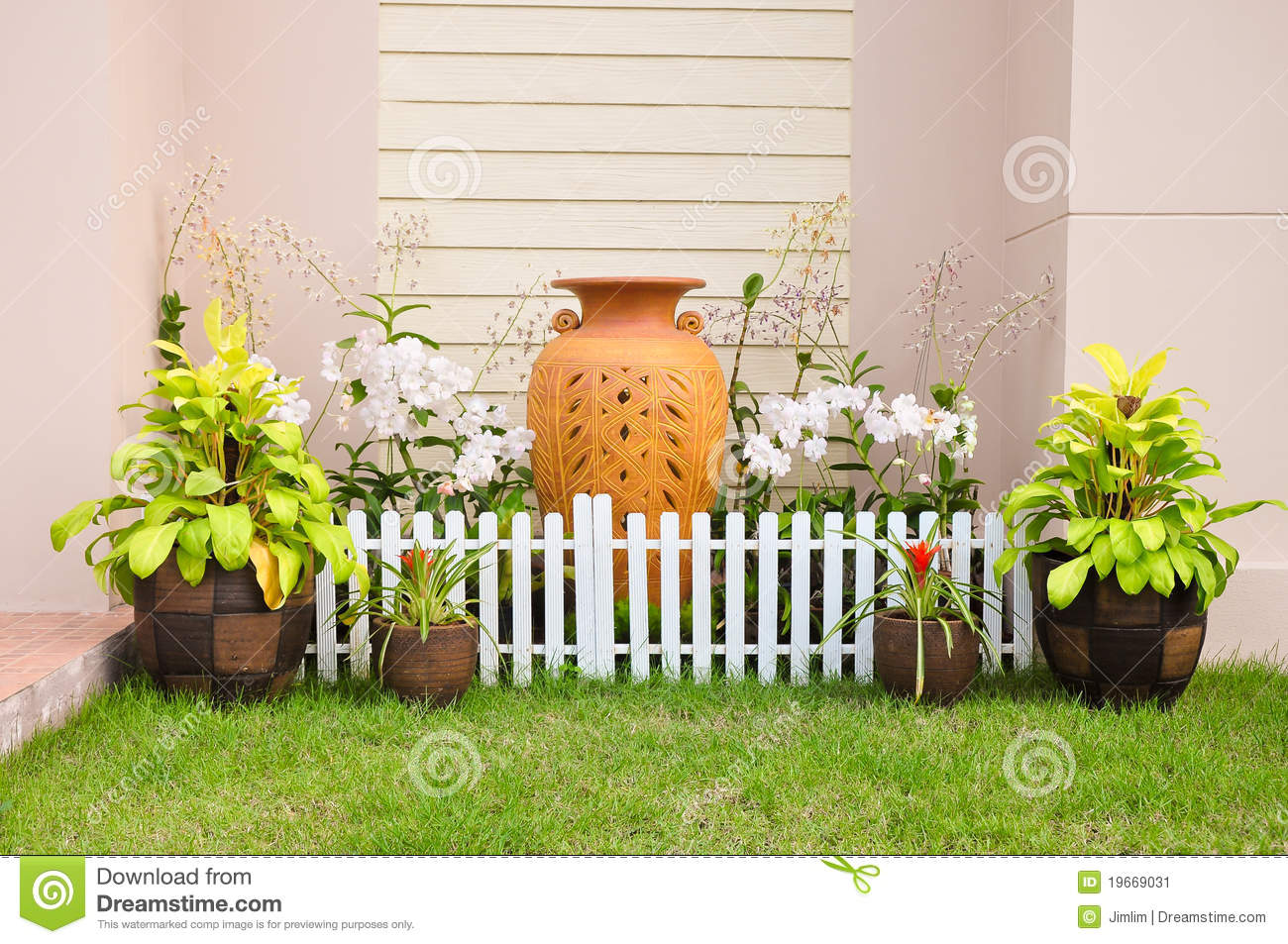 Small house fence small home garden stock image image for Small home garden